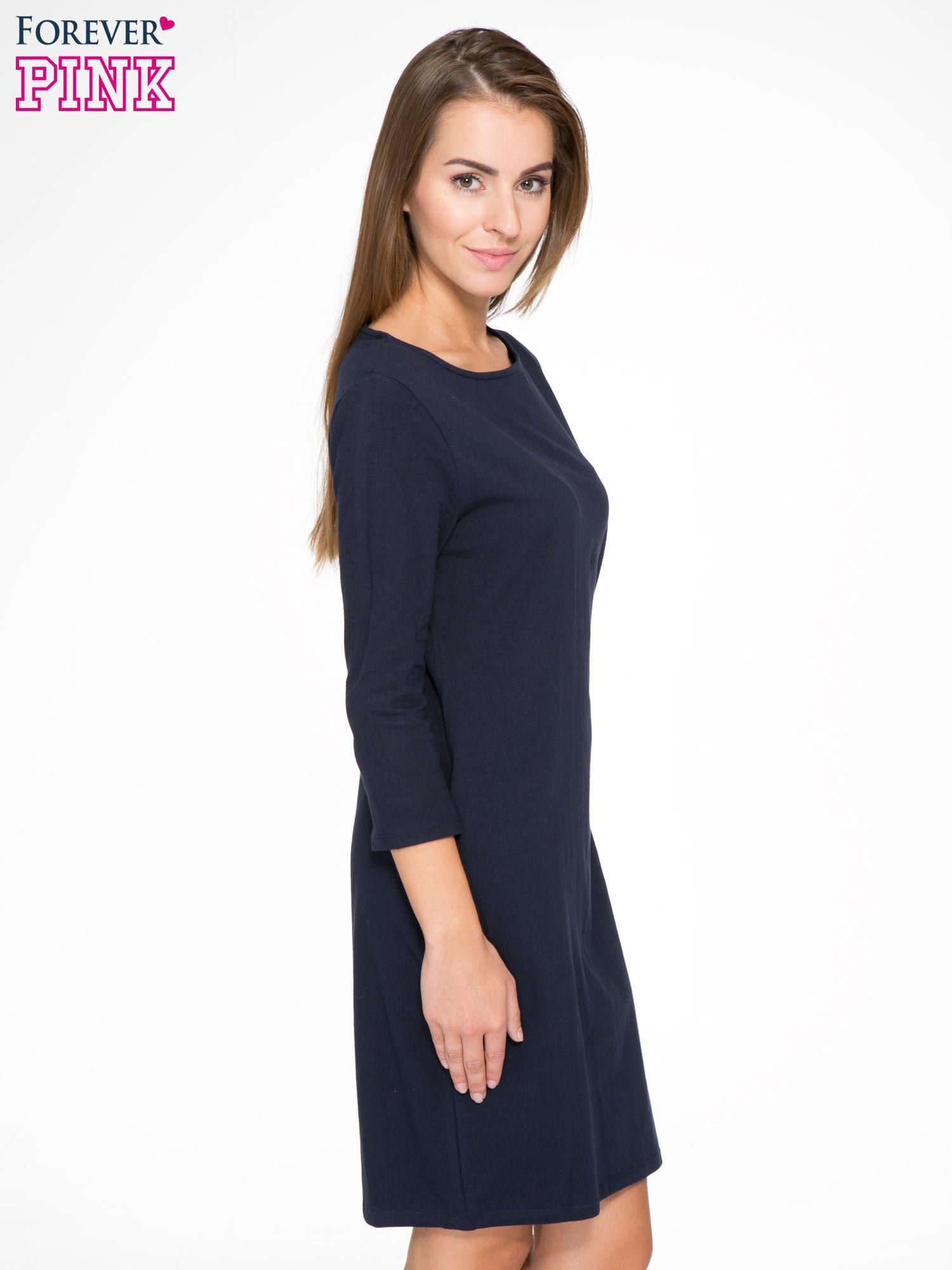 Ciemnogranatowa dresowa sukienka z kieszeniami po bokach                                  zdj.                                  3