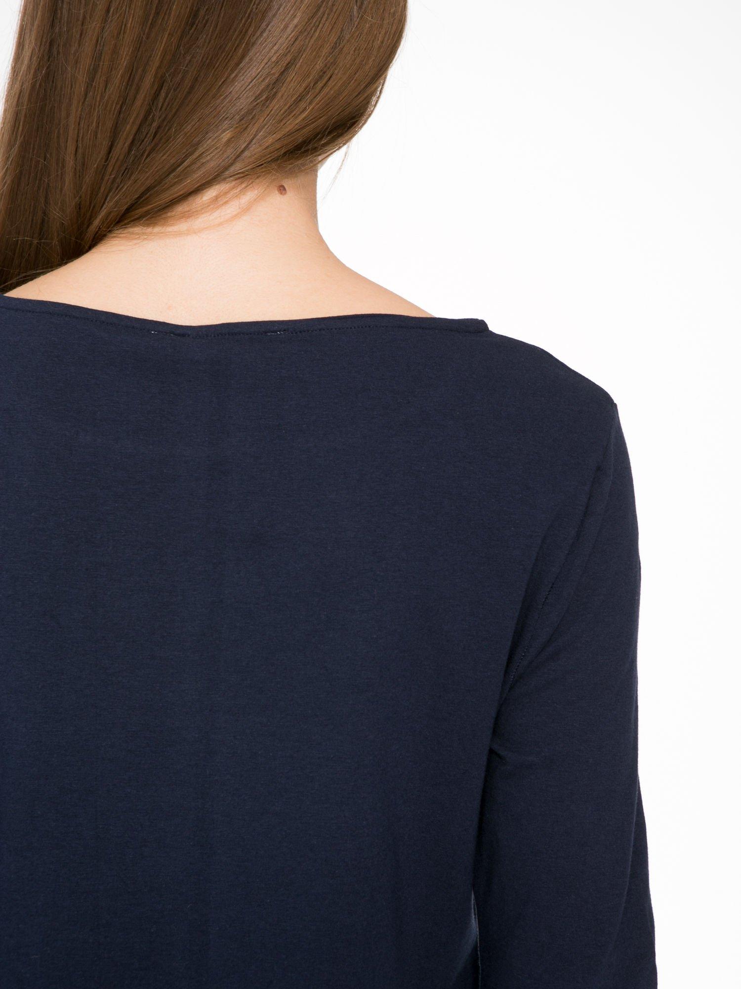Ciemnogranatowa dresowa sukienka z kieszeniami po bokach                                  zdj.                                  8