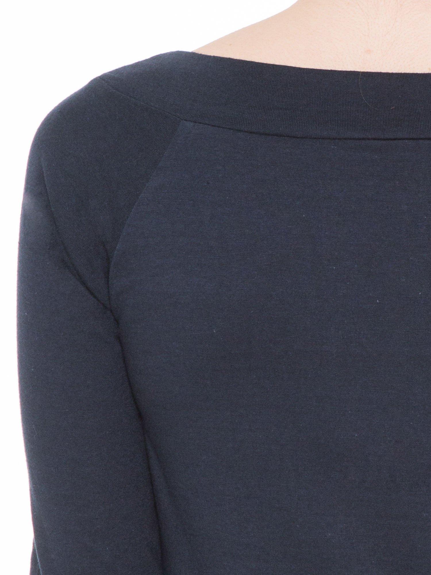 Ciemnogranatowa gładka bluzka z reglanowymi rękawami                                  zdj.                                  7