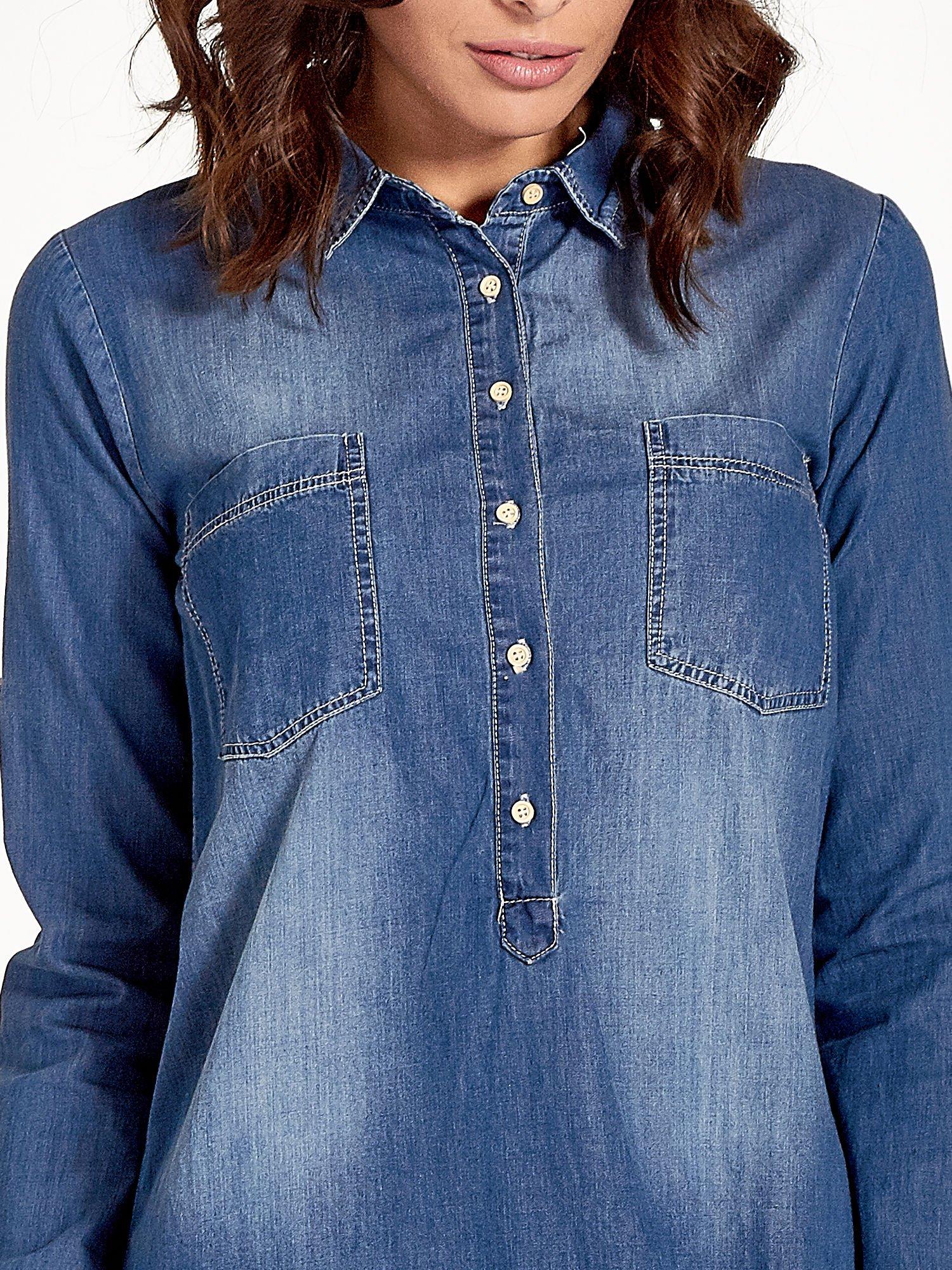 Ciemnoniebieska jeansowa długa koszula z kieszeniami                                  zdj.                                  7