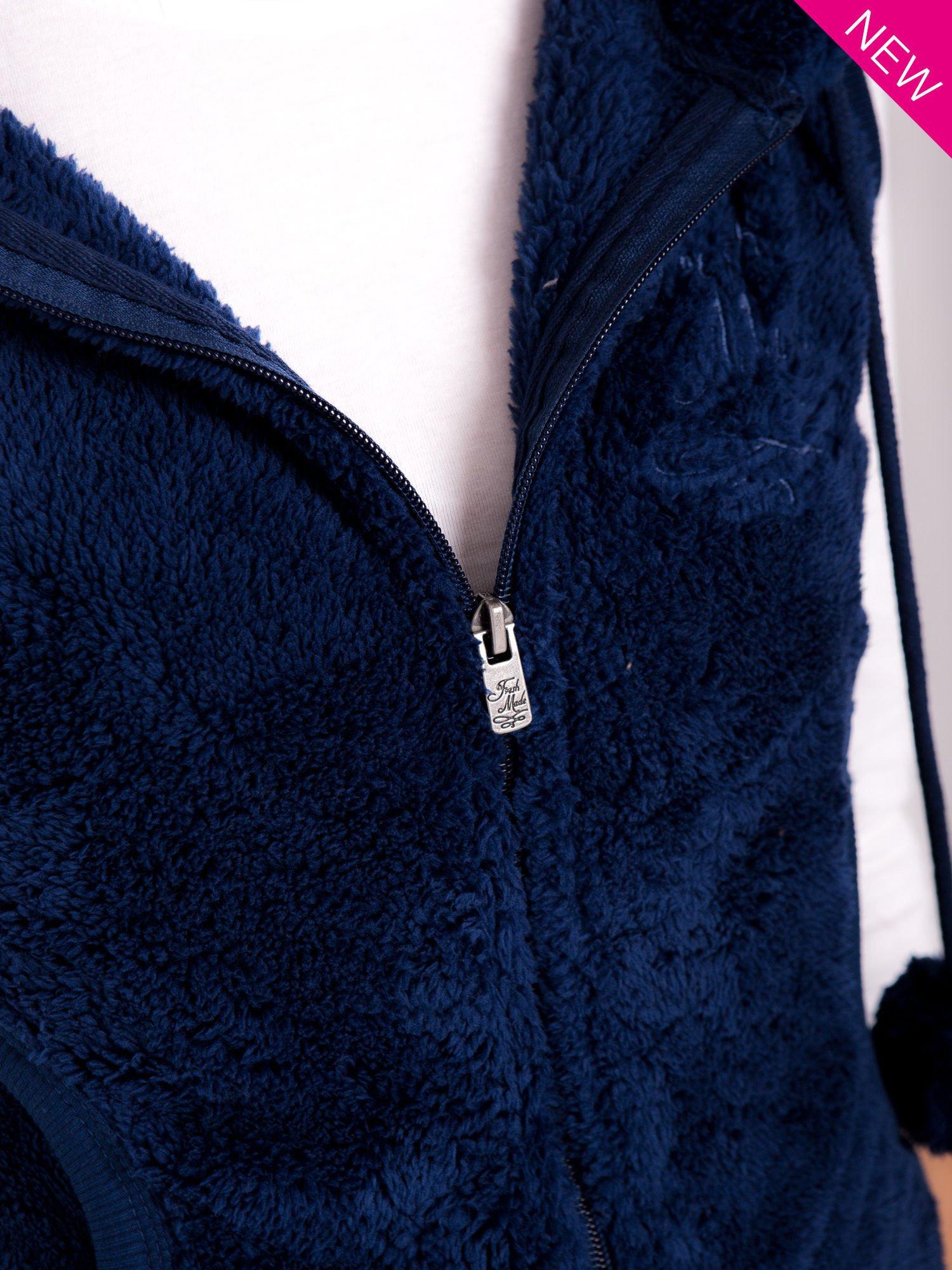 Ciemnoniebieska kamizelka z kapturem z uszkami i pomponami                                  zdj.                                  10