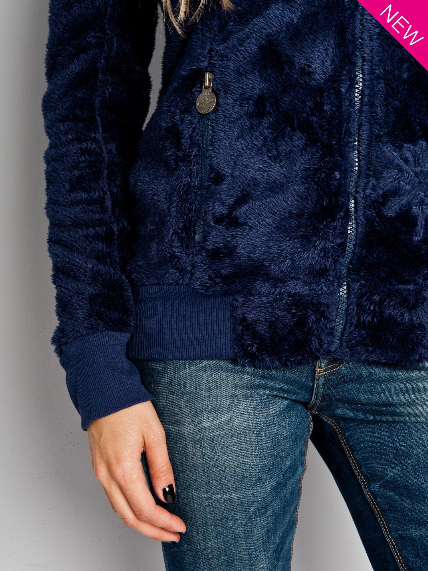 Ciemnoniebieska włochata bluza z kapturem i suwakami                                  zdj.                                  5
