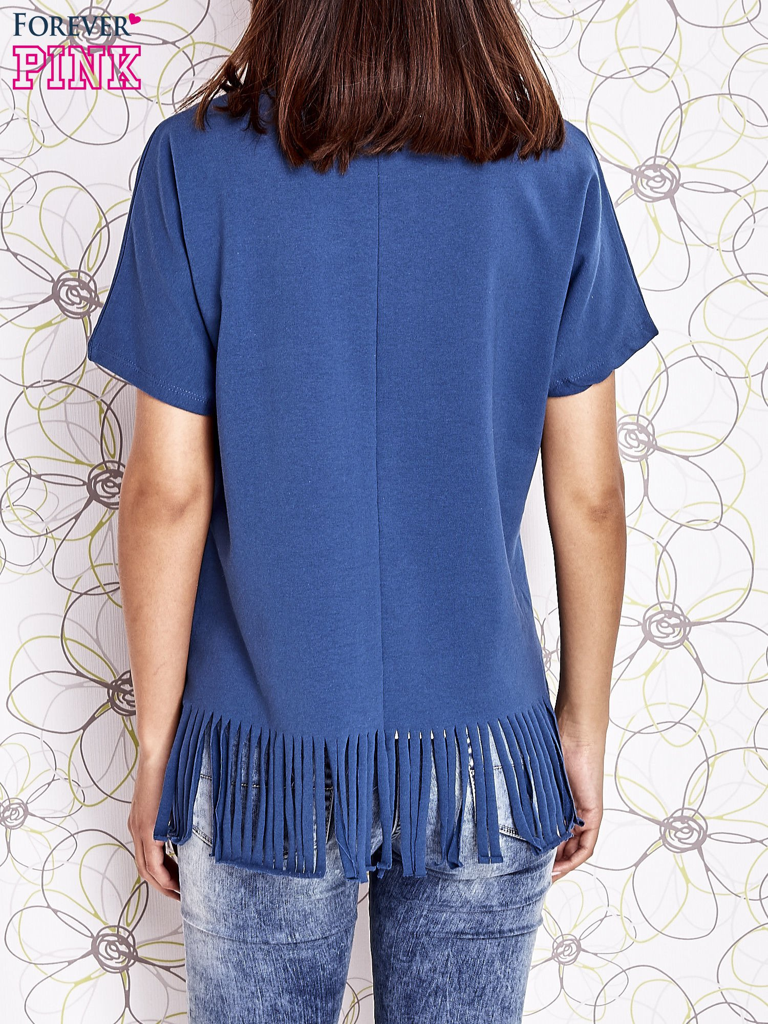 Ciemnoniebieski t-shirt z nadrukiem i frędzlami                                  zdj.                                  4