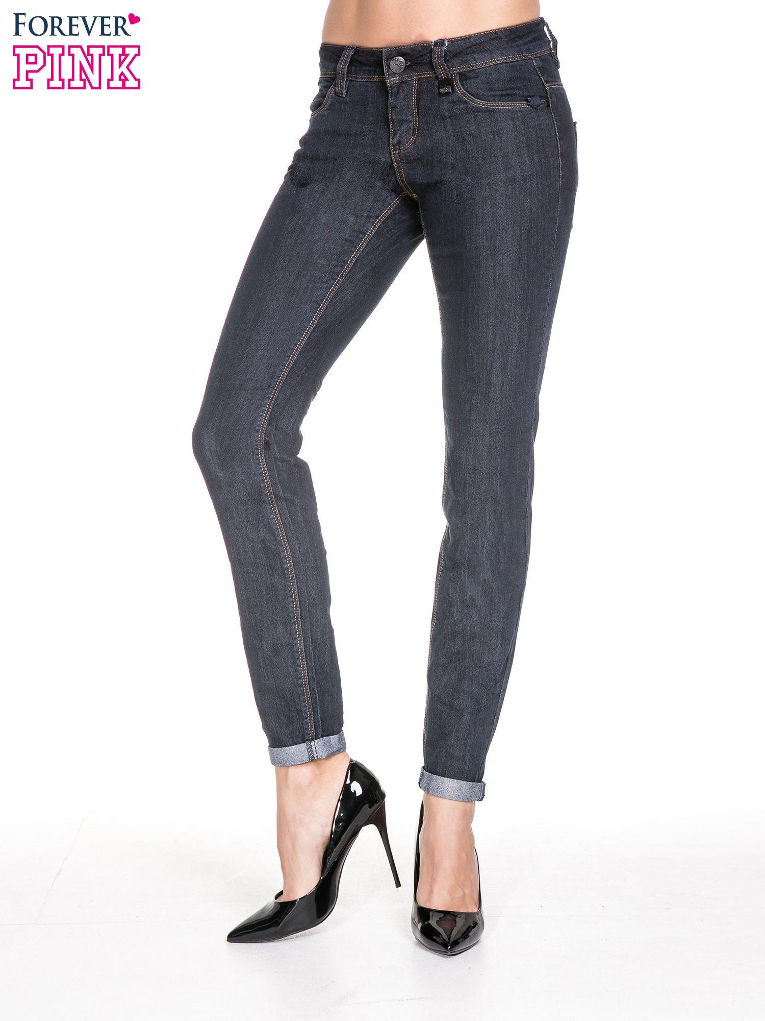 Ciemnoniebieskie klasyczne spodnie jeansowe rurki                                  zdj.                                  1