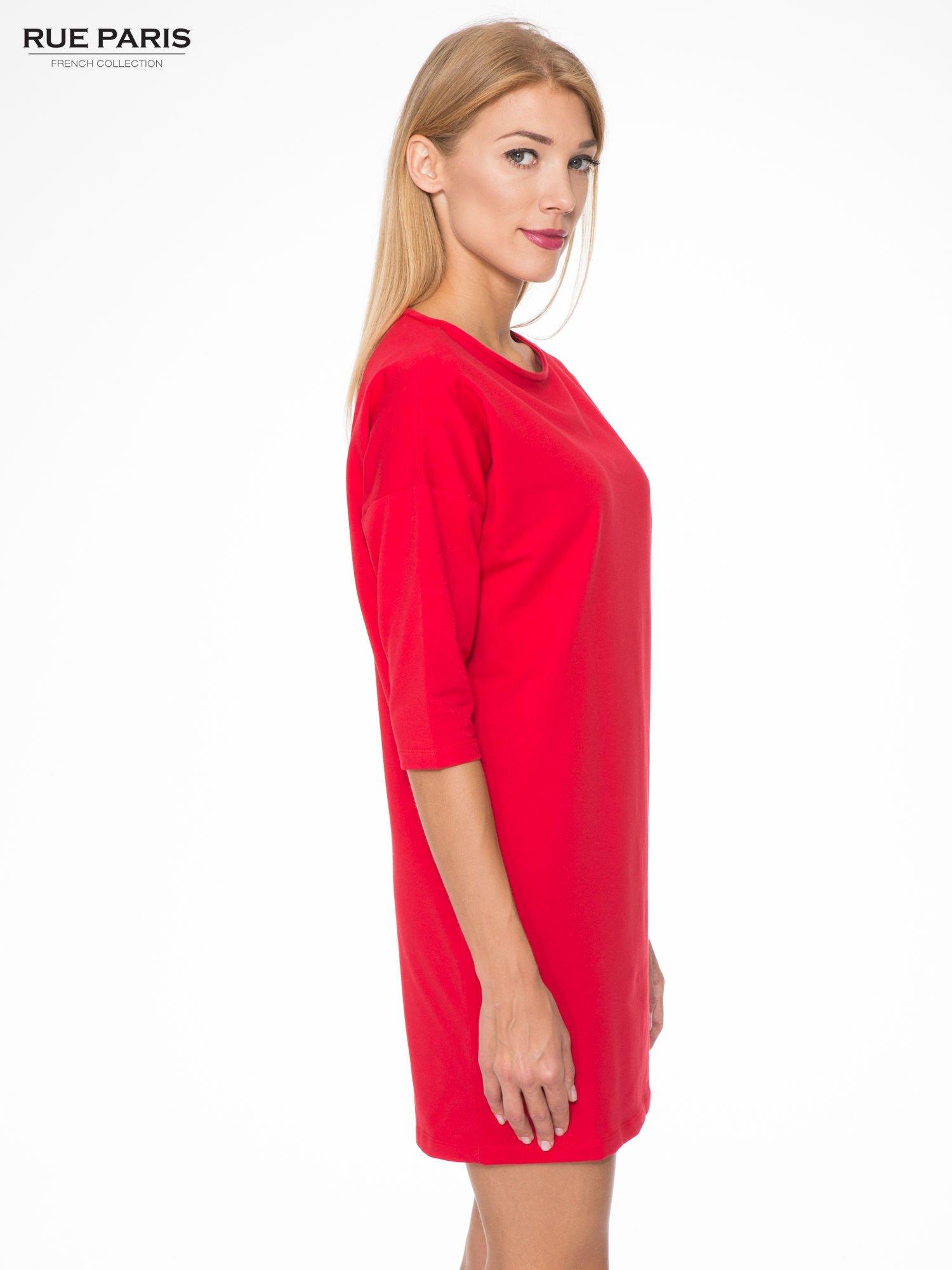 Ciemnoróżowa prosta sukienka z zamkiem z tyłu                                  zdj.                                  3