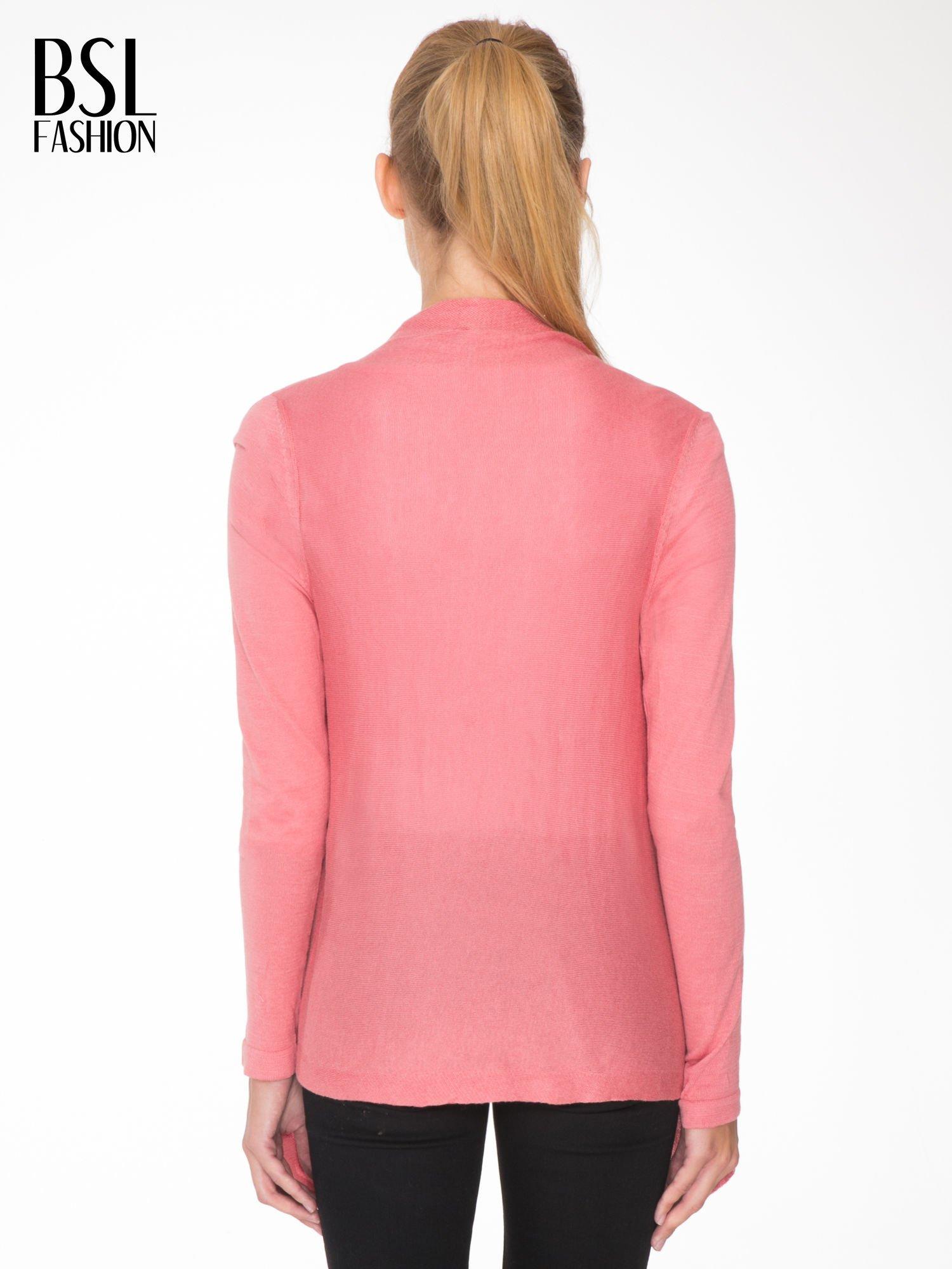 Ciemnoróżowy otwarty sweter z kaskadowymi bokami                                  zdj.                                  4