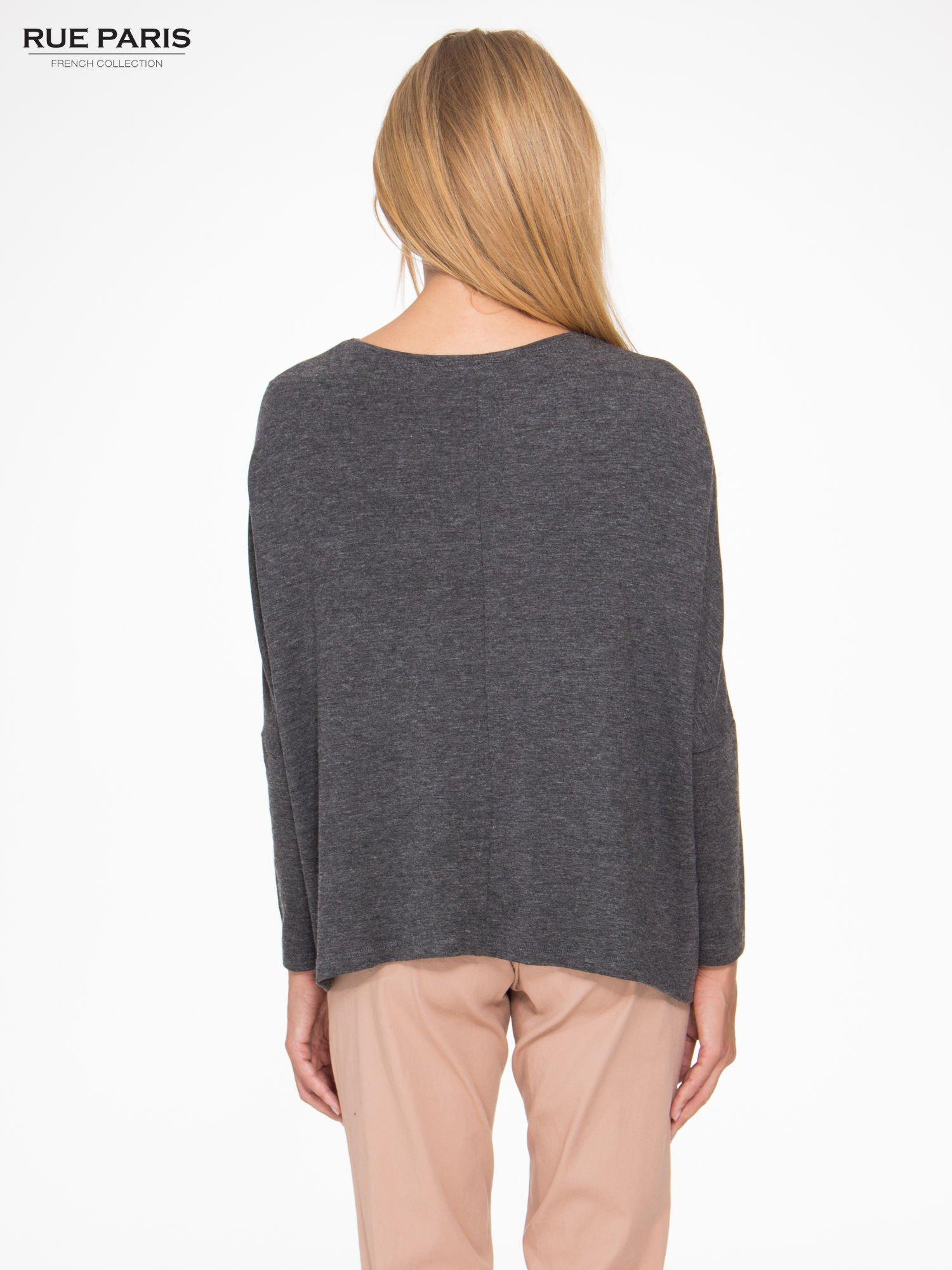 Ciemnoszara bluzka oversize o obniżonej linii ramion                                  zdj.                                  4