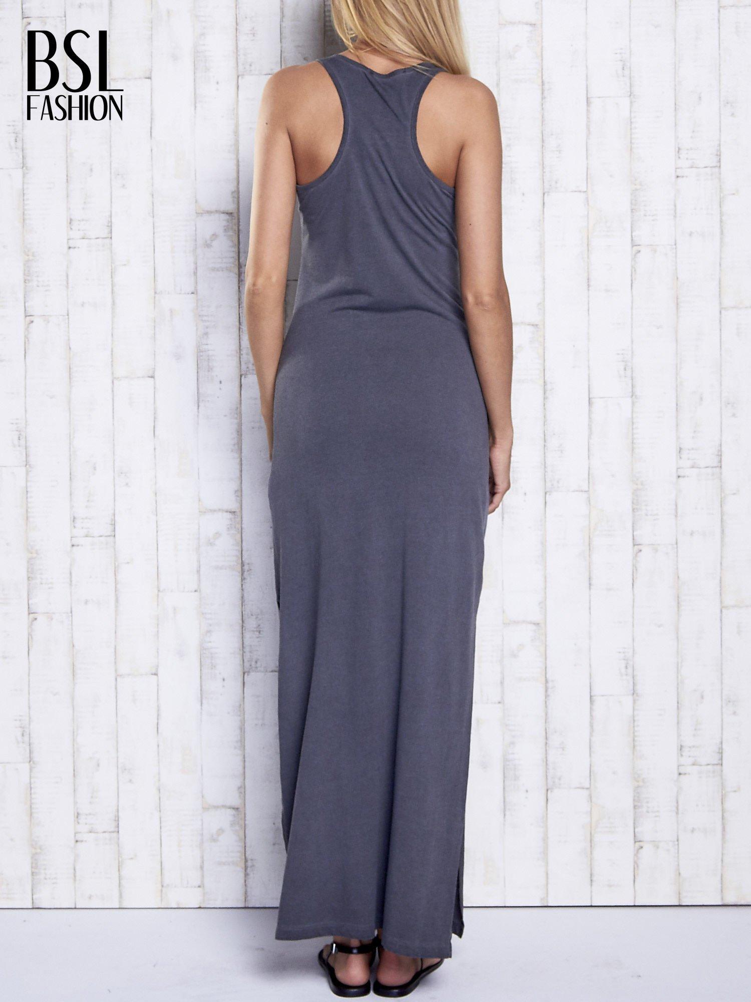 Ciemnoszara dekatyzowana sukienka maxi z cekinowym kwiatem                                  zdj.                                  2