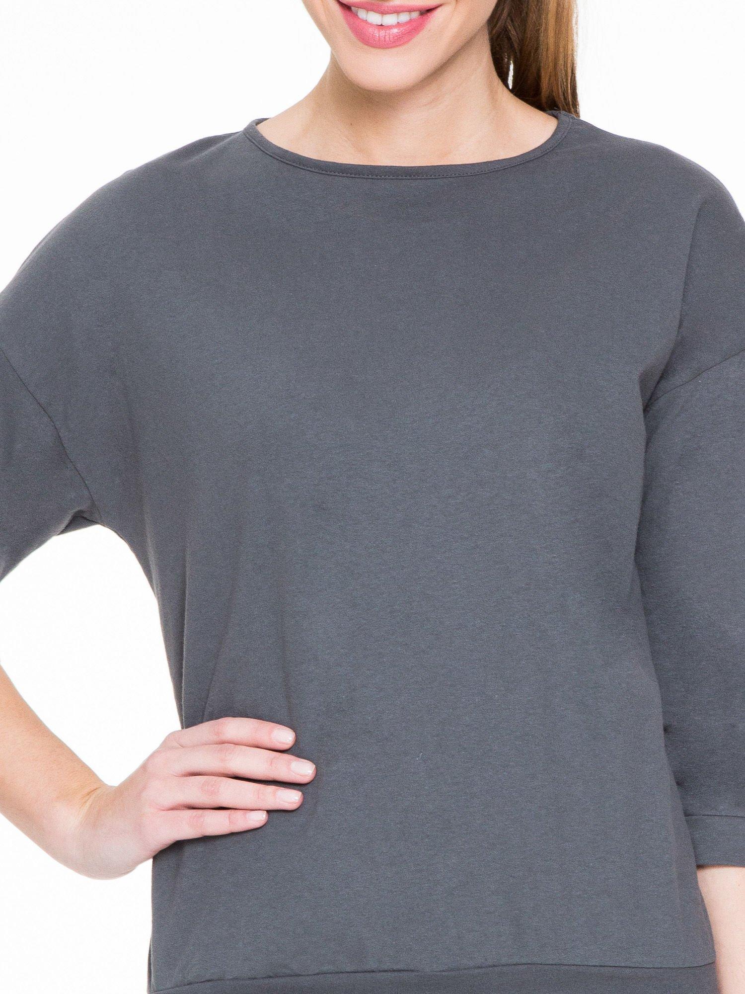 Ciemnoszara gładka bluzka z luźnymi rękawami 3/4                                  zdj.                                  5
