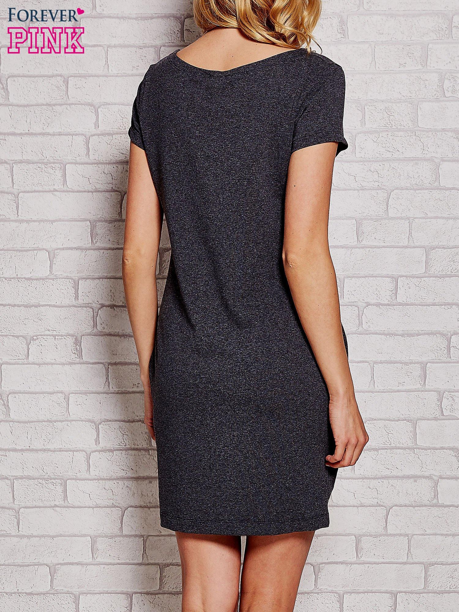 Ciemnoszara sukienka dresowa z kieszeniami                                  zdj.                                  4