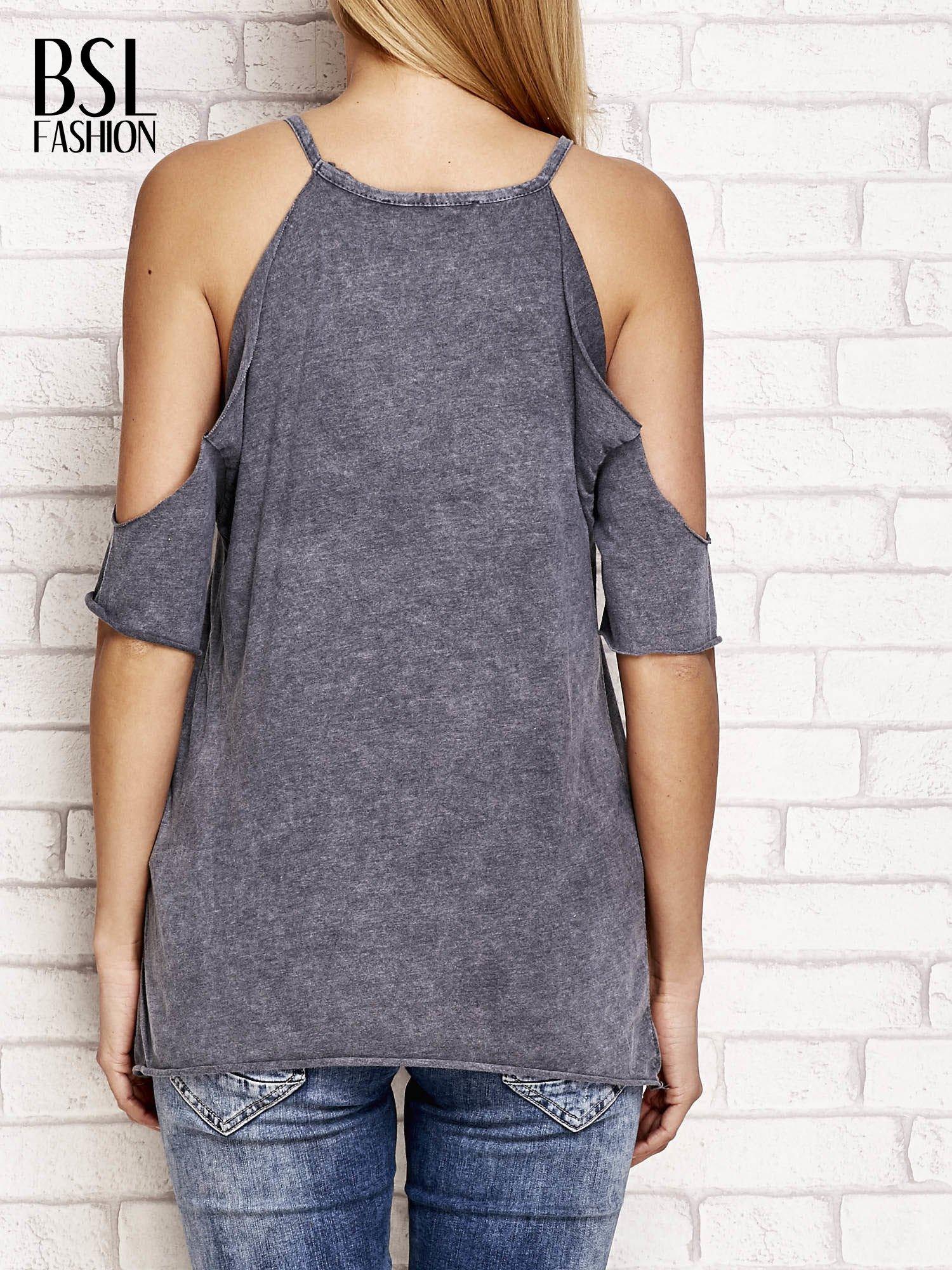Ciemnoszary t-shirt cut out shoulder z azteckim nadrukiem                                  zdj.                                  2