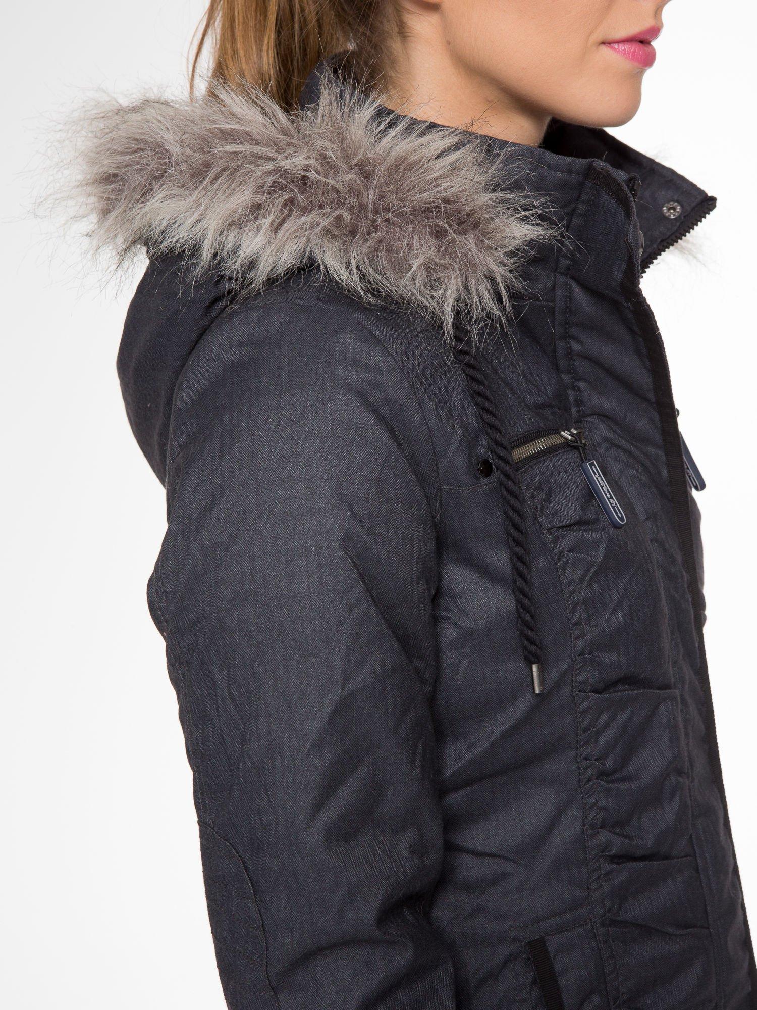 Ciepła kurtka zimowa z kapturem wykończonym futerkiem                                  zdj.                                  9