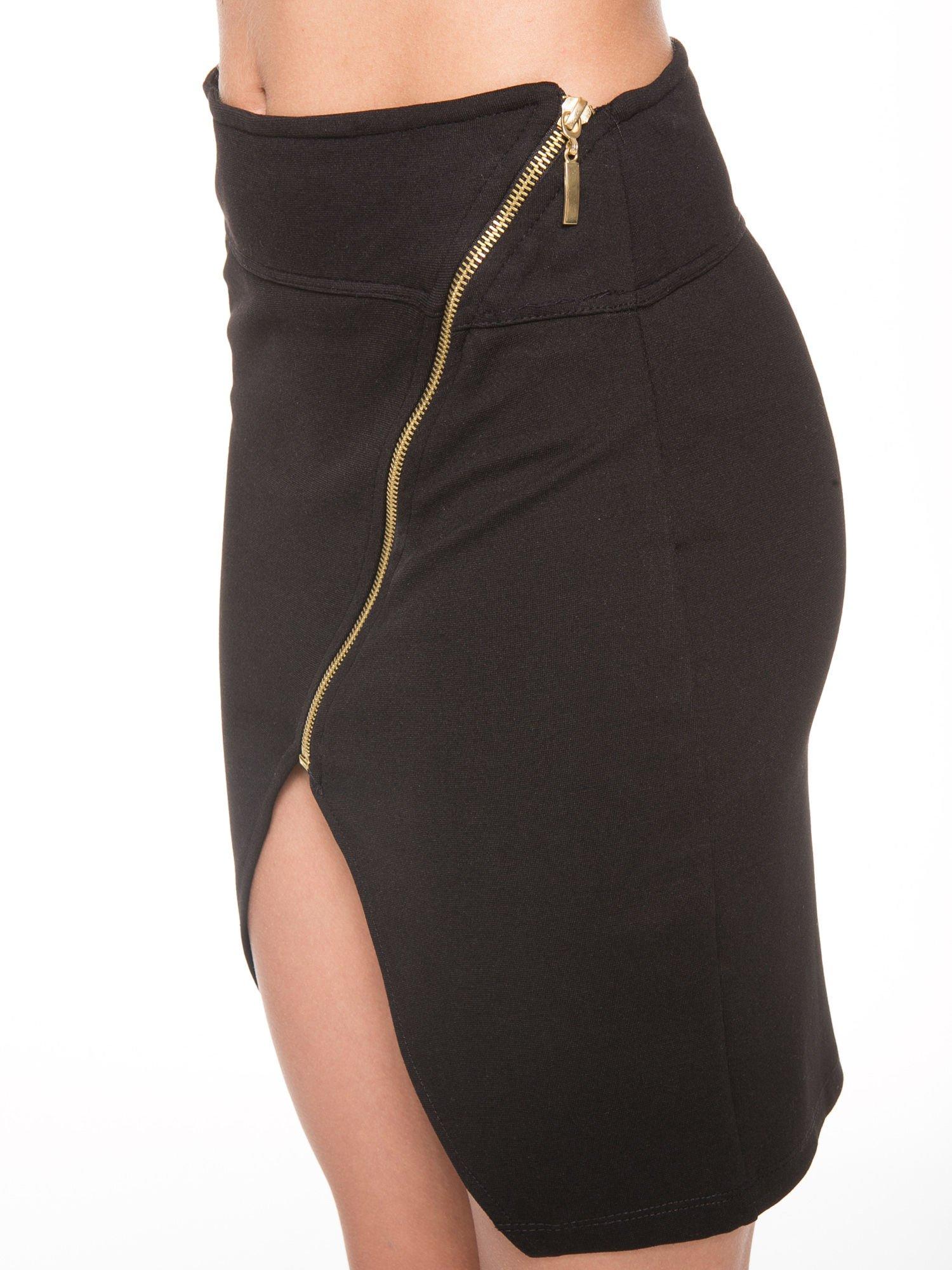 Czarna asymetryczna spódnica ze złotym zamkiem                                  zdj.                                  7