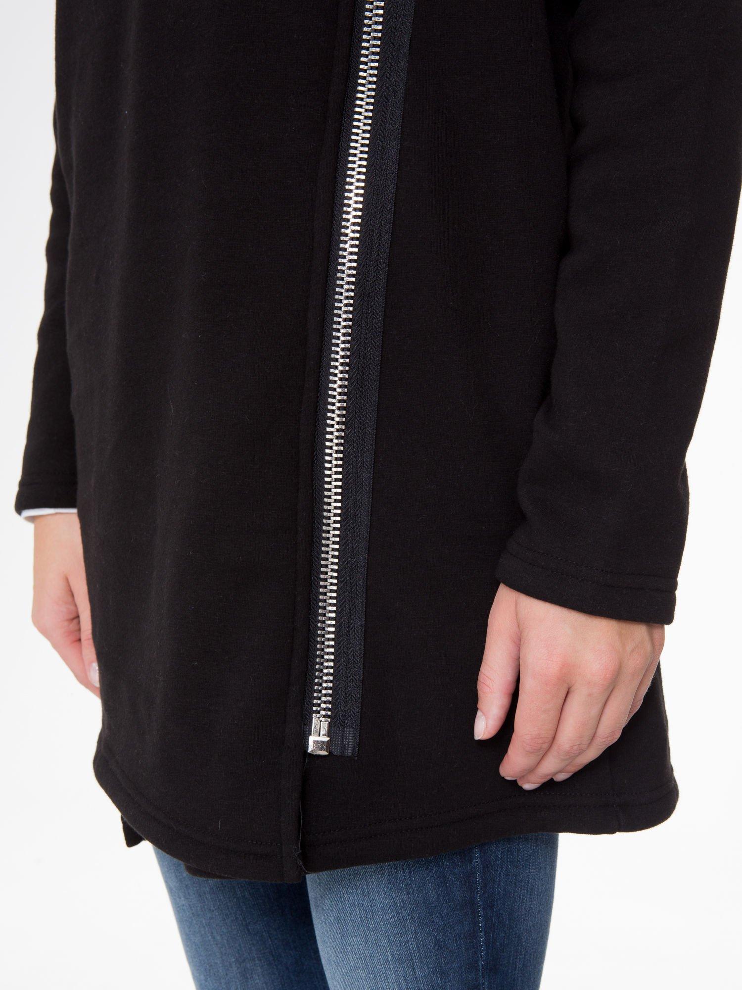 Czarna bluza dresowa z kapturem i suwakiem z boku                                  zdj.                                  13