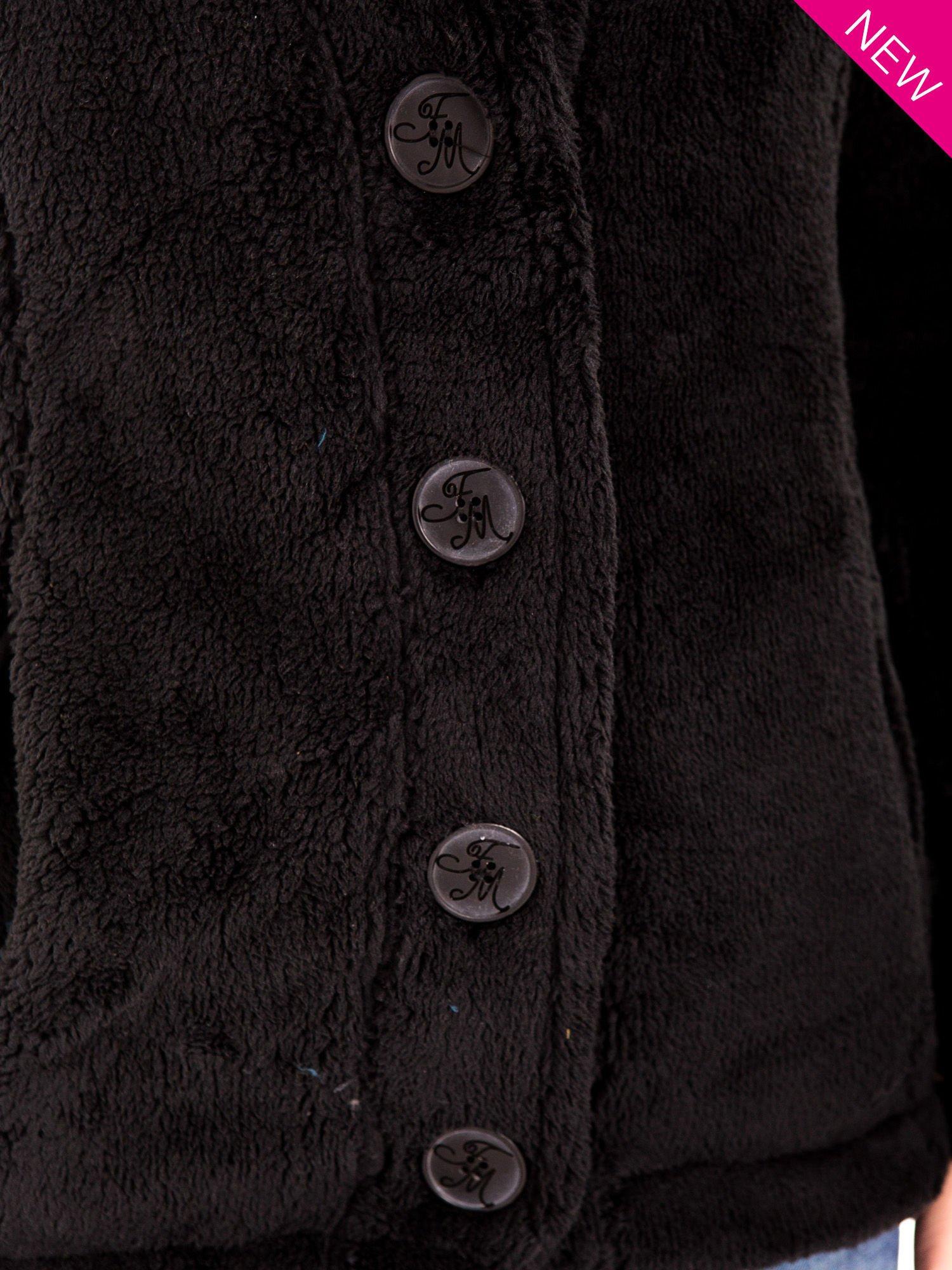 Czarna bluza pluszowa z wysokim kołnierzem                                  zdj.                                  8