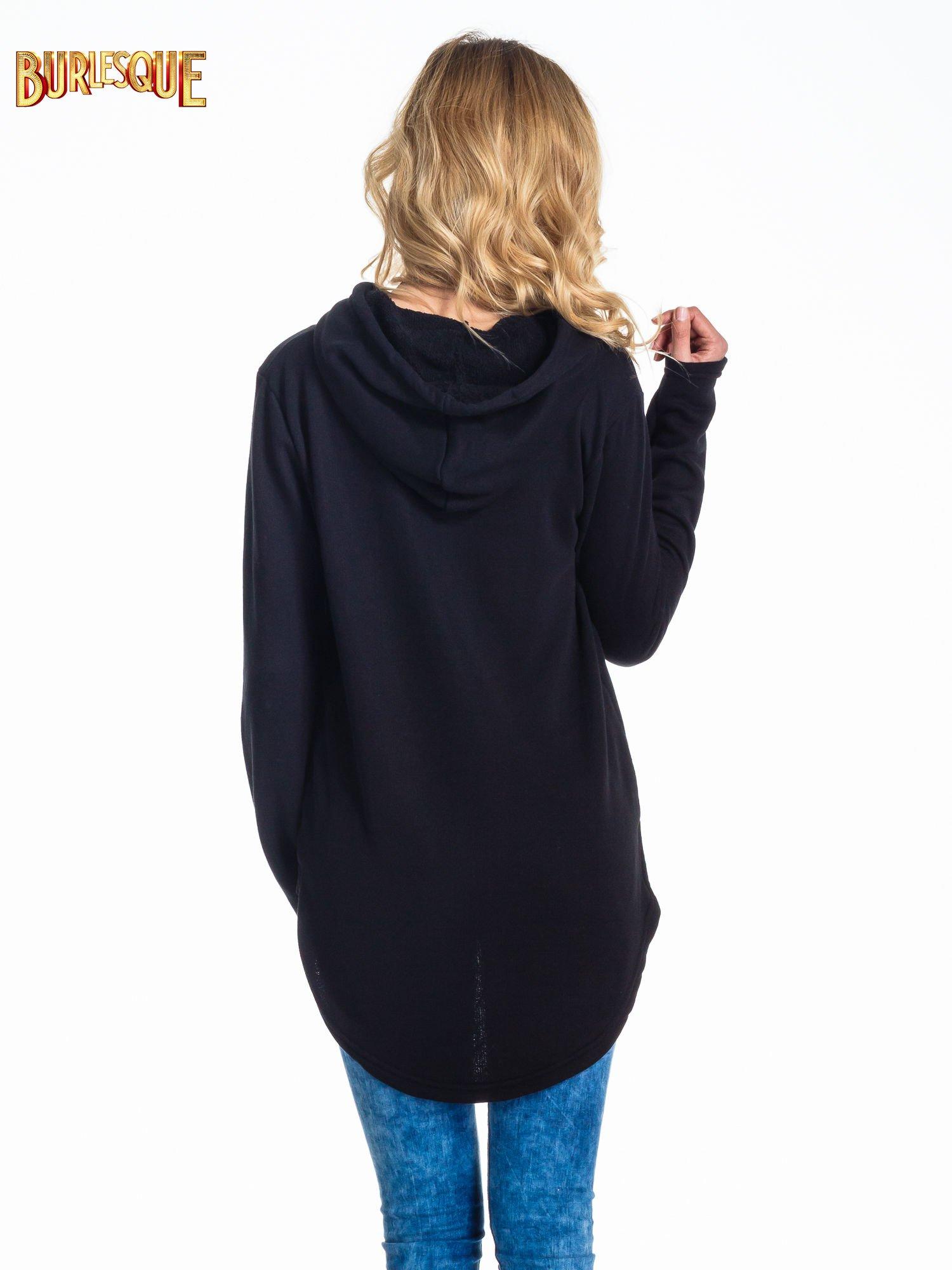 Czarna bluza z kapturem i napisem A WALK AT THE SEA                                  zdj.                                  2