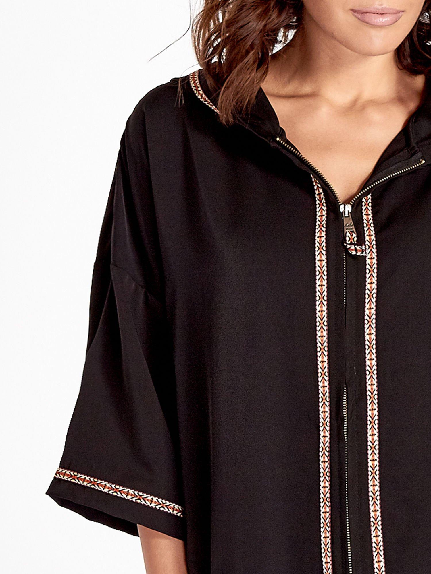 Czarna bluza z kapturem w stylu boho                                  zdj.                                  5