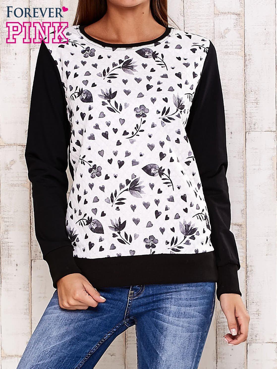 Czarna bluza z motywem serduszek                                  zdj.                                  1