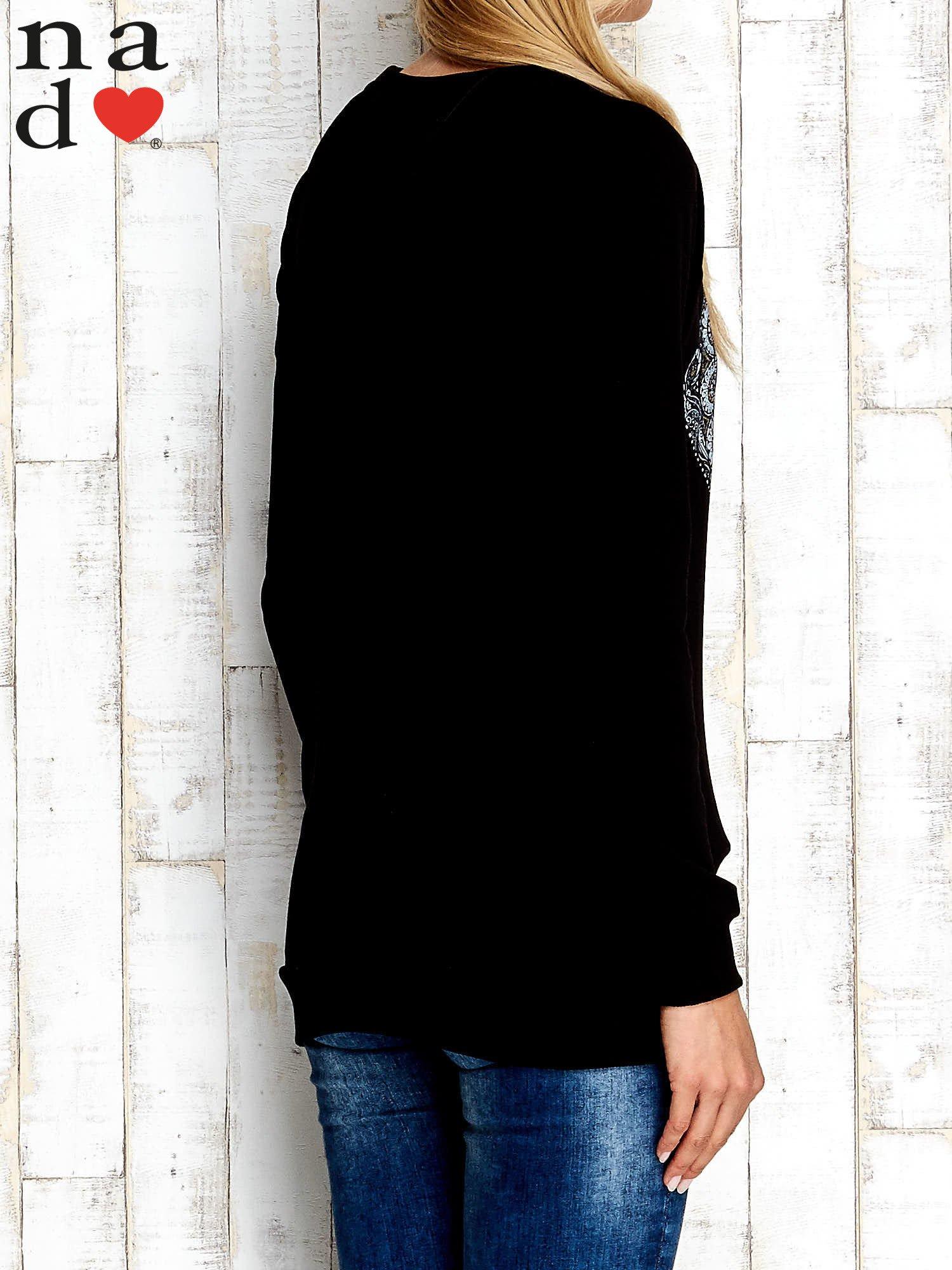 Czarna bluza z nadrukiem słonia                                  zdj.                                  4
