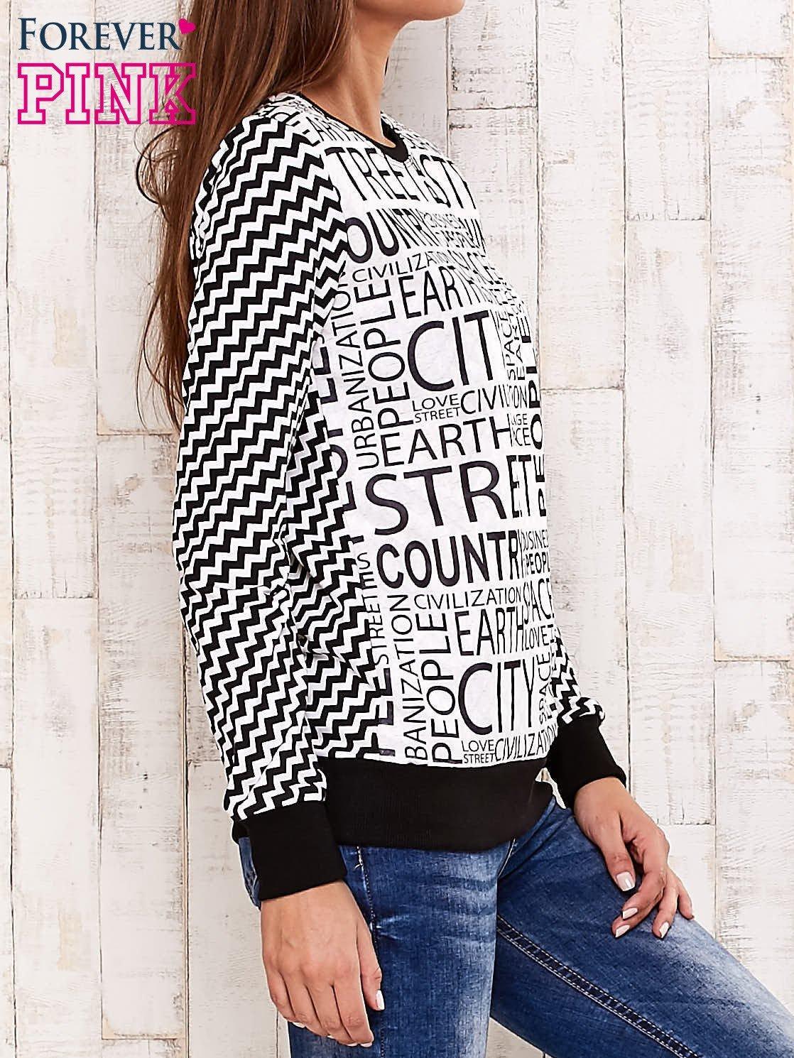 Czarna bluza z tekstowym nadrukiem i geometrycznym tyłem                                  zdj.                                  3
