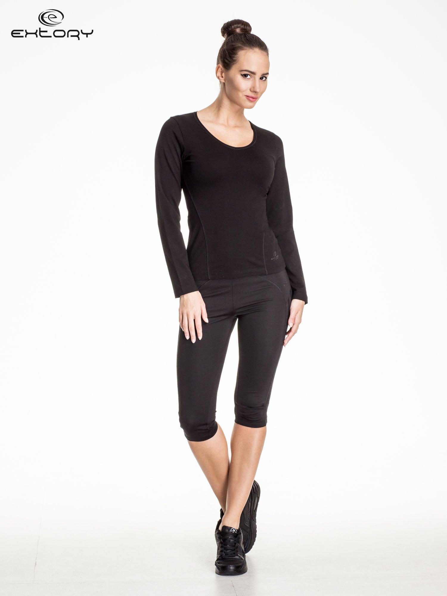 Czarna bluzka sportowa z dekoltem V                                  zdj.                                  2