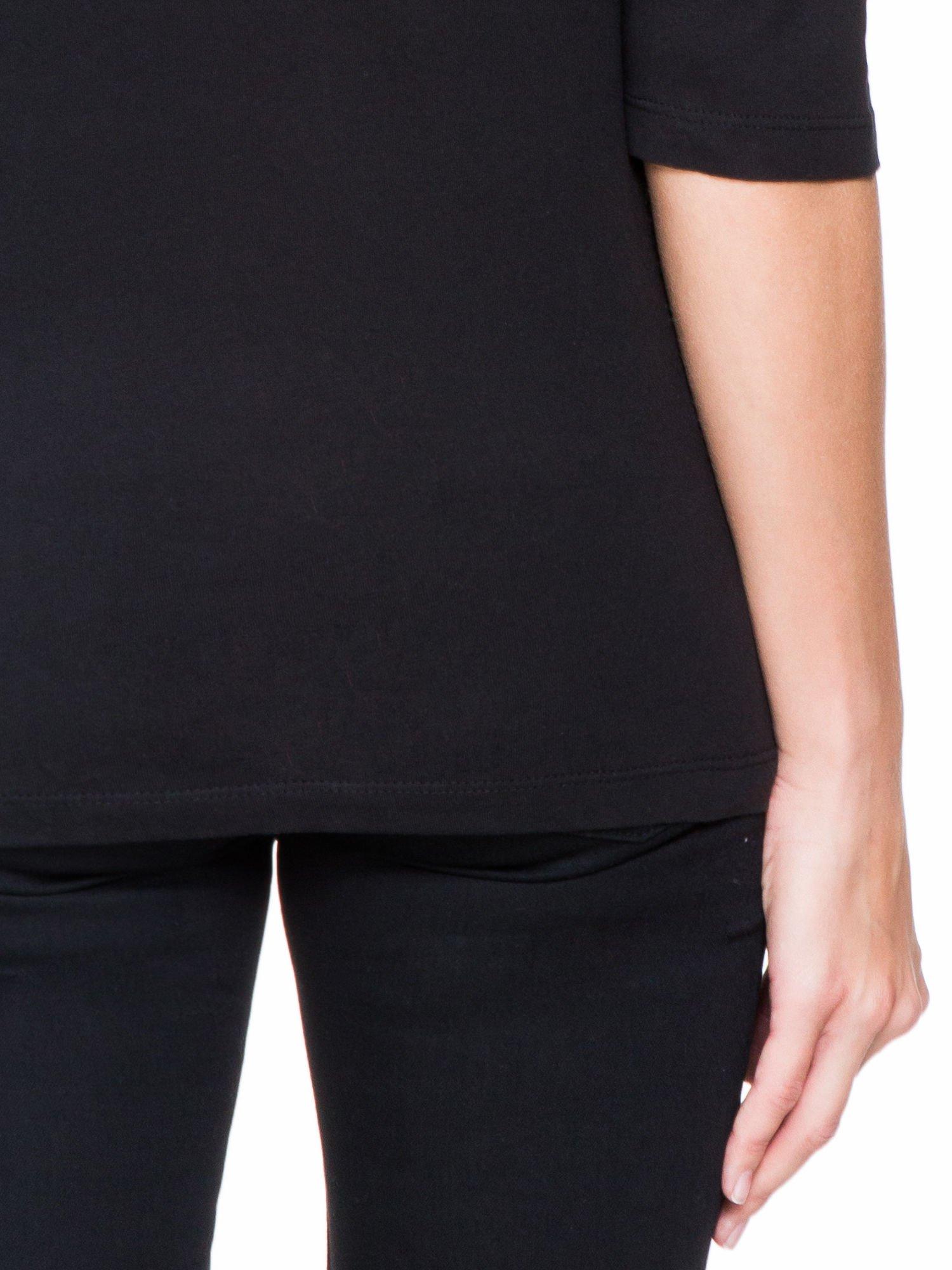 Czarna bluzka z koronkową wstawką na ramionach                                  zdj.                                  8