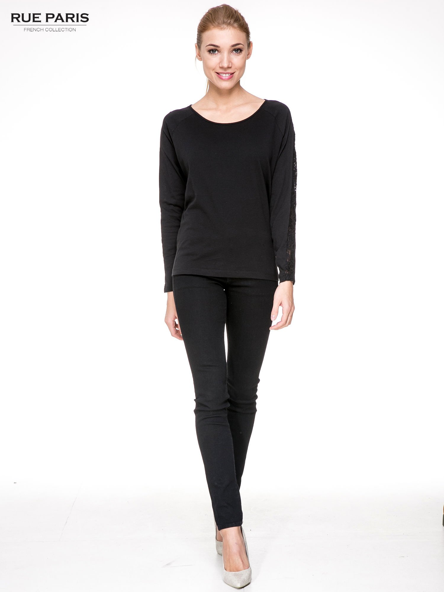 Czarna bluzka z koronkową wstawką wzdłuż rękawów                                  zdj.                                  2