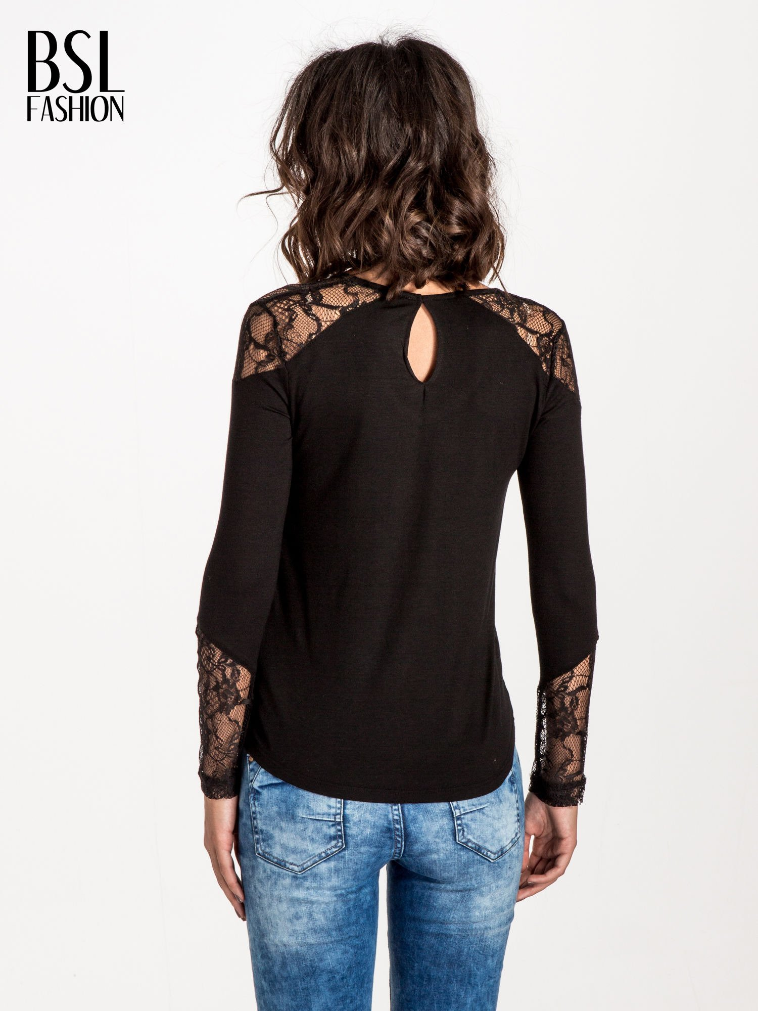Czarna bluzka z koronkowymi wstawkami                                  zdj.                                  3