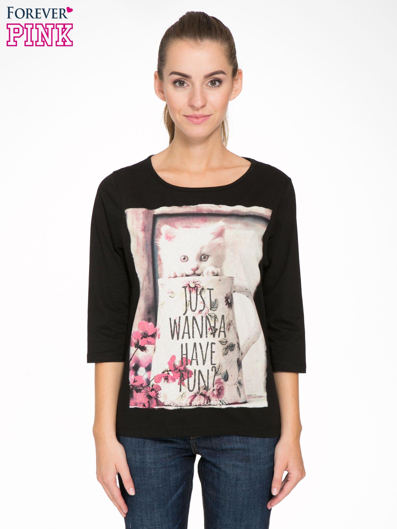 Czarna bluzka z nadrukiem kotka i napisem JUST WANNA HAVE FUN?                                  zdj.                                  1