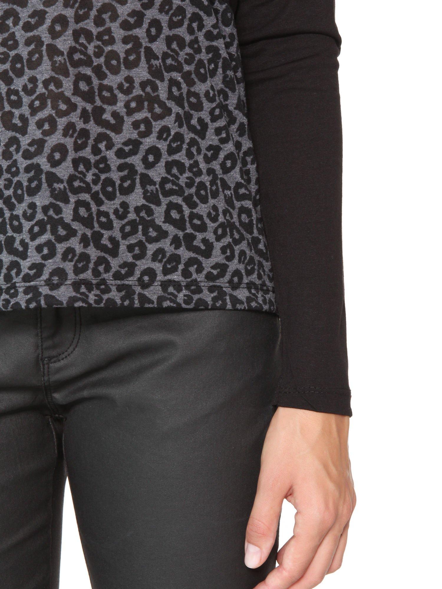 Czarna bluzka z panterkowym modułem i obniżaną linią ramion                                  zdj.                                  7