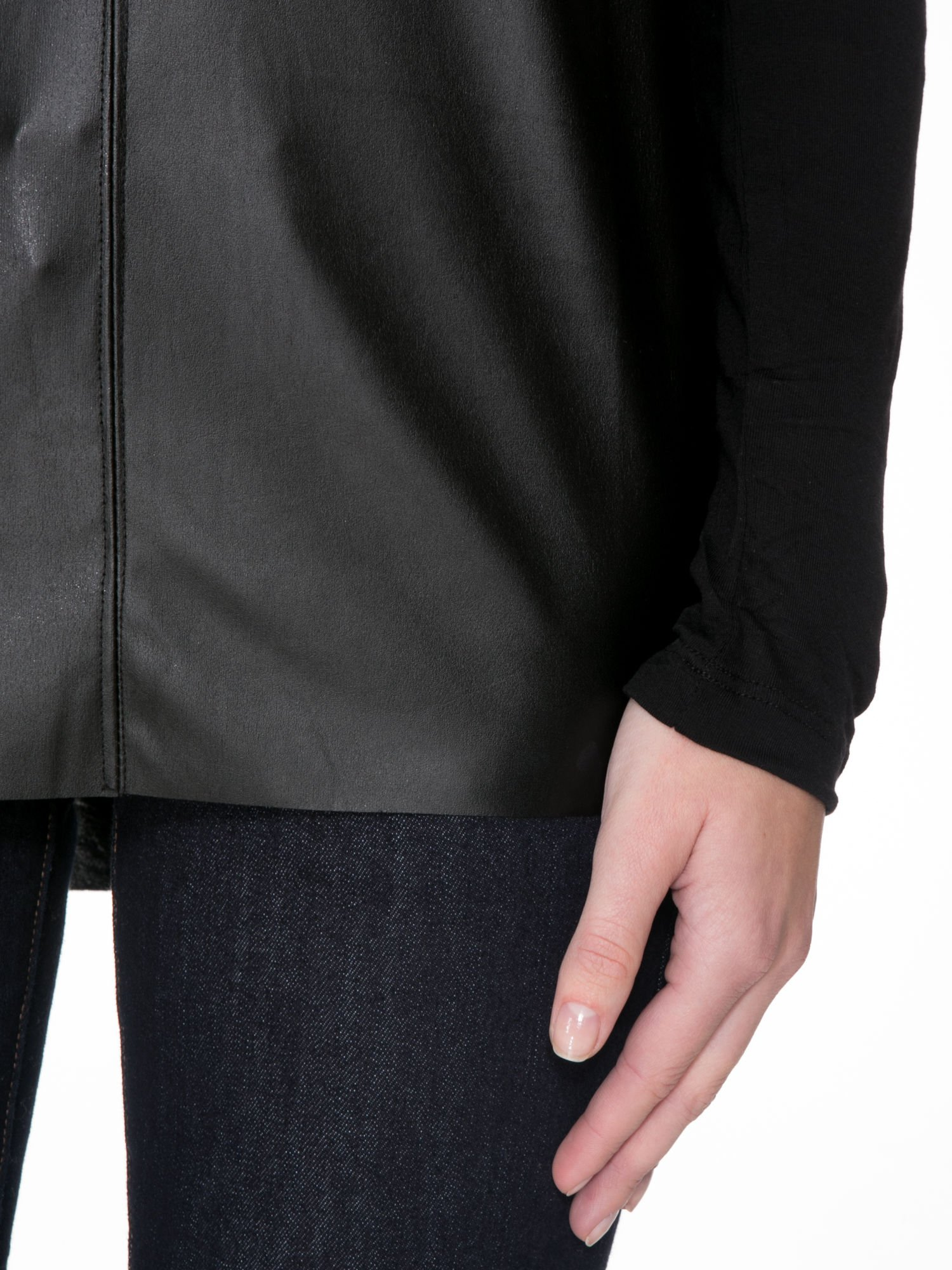 Czarna bluzka z przodem z ekoskóry                                  zdj.                                  7