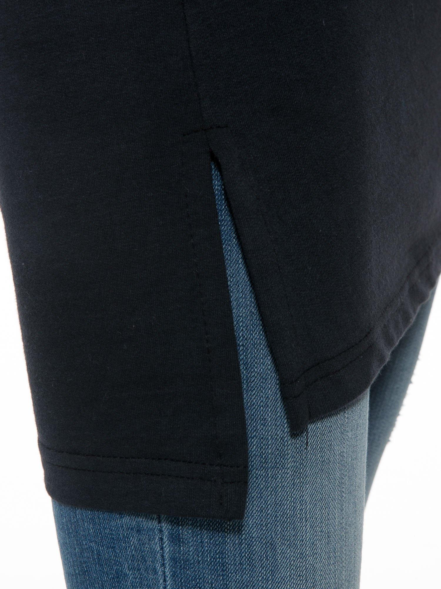 Czarna dresowa bluza z literą A w stylu baseballowym                                  zdj.                                  10