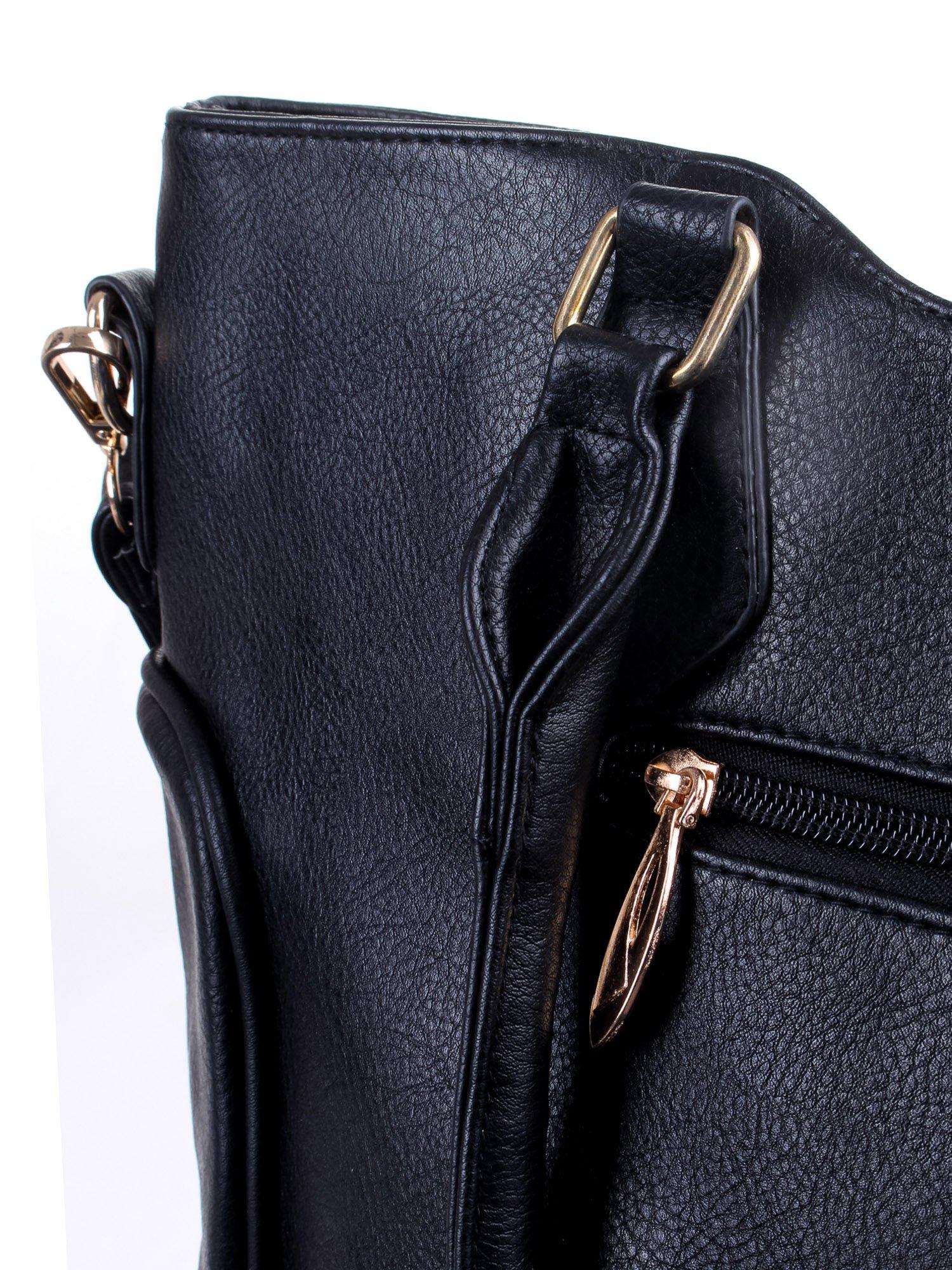 Czarna fakturowana torba ze złotymi nitami                                  zdj.                                  7