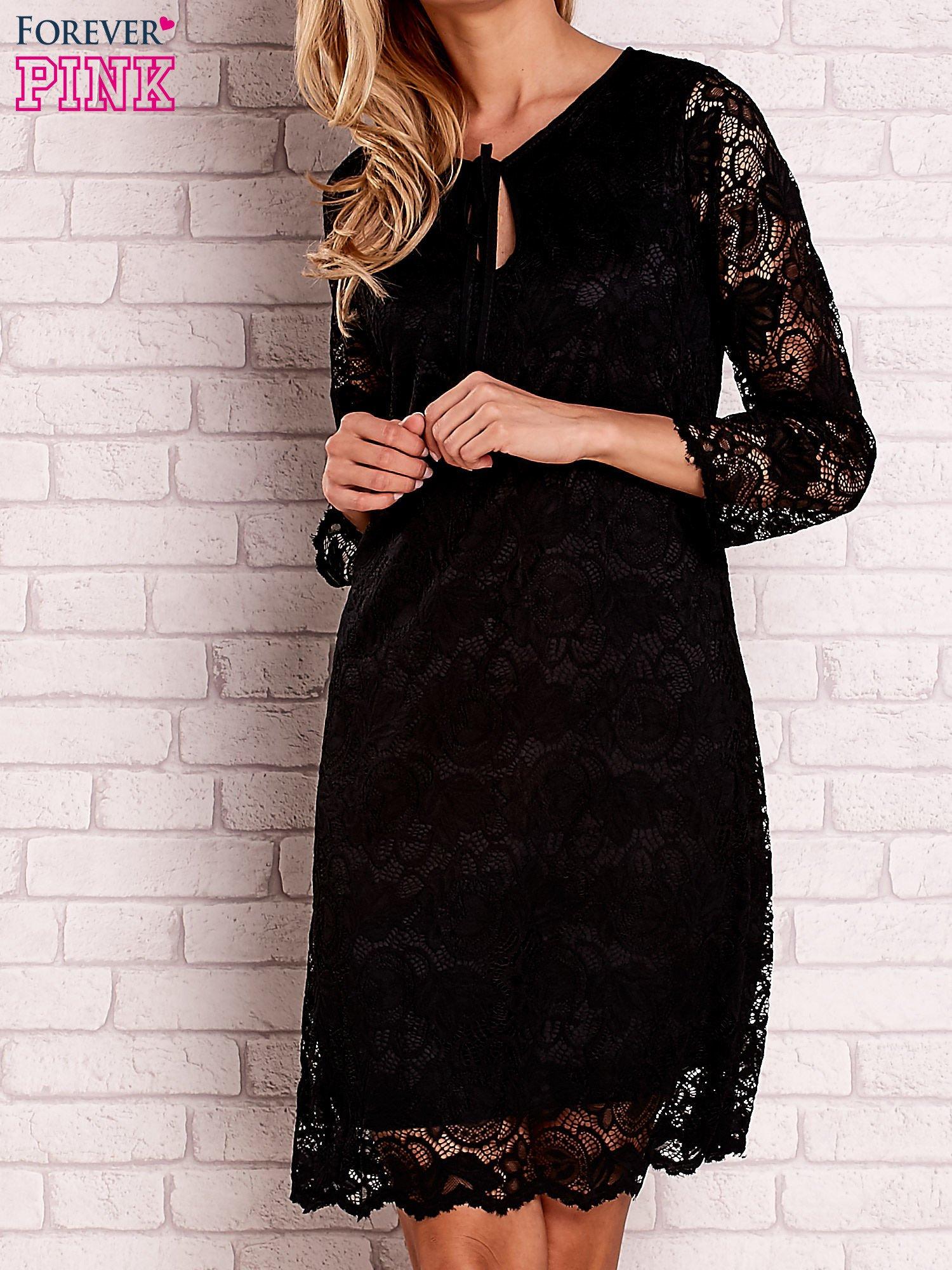 Czarna koronkowa sukienka z wiązaniem                                  zdj.                                  1