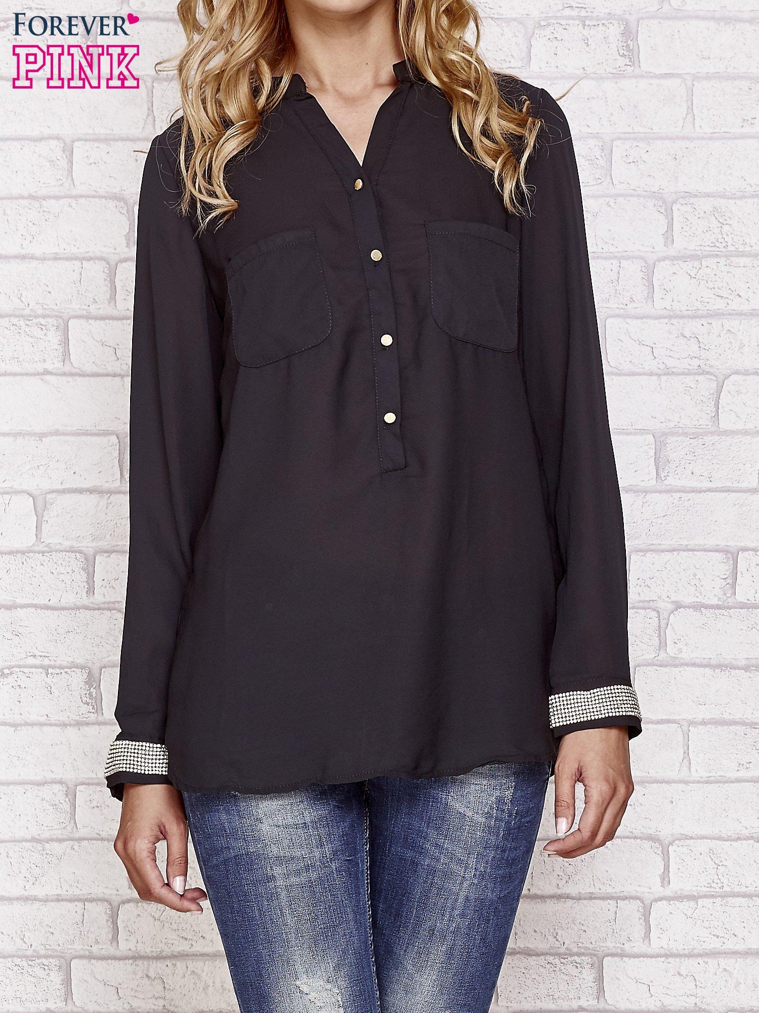 Czarna koszula z mankietem z cyrkonii                                  zdj.                                  1