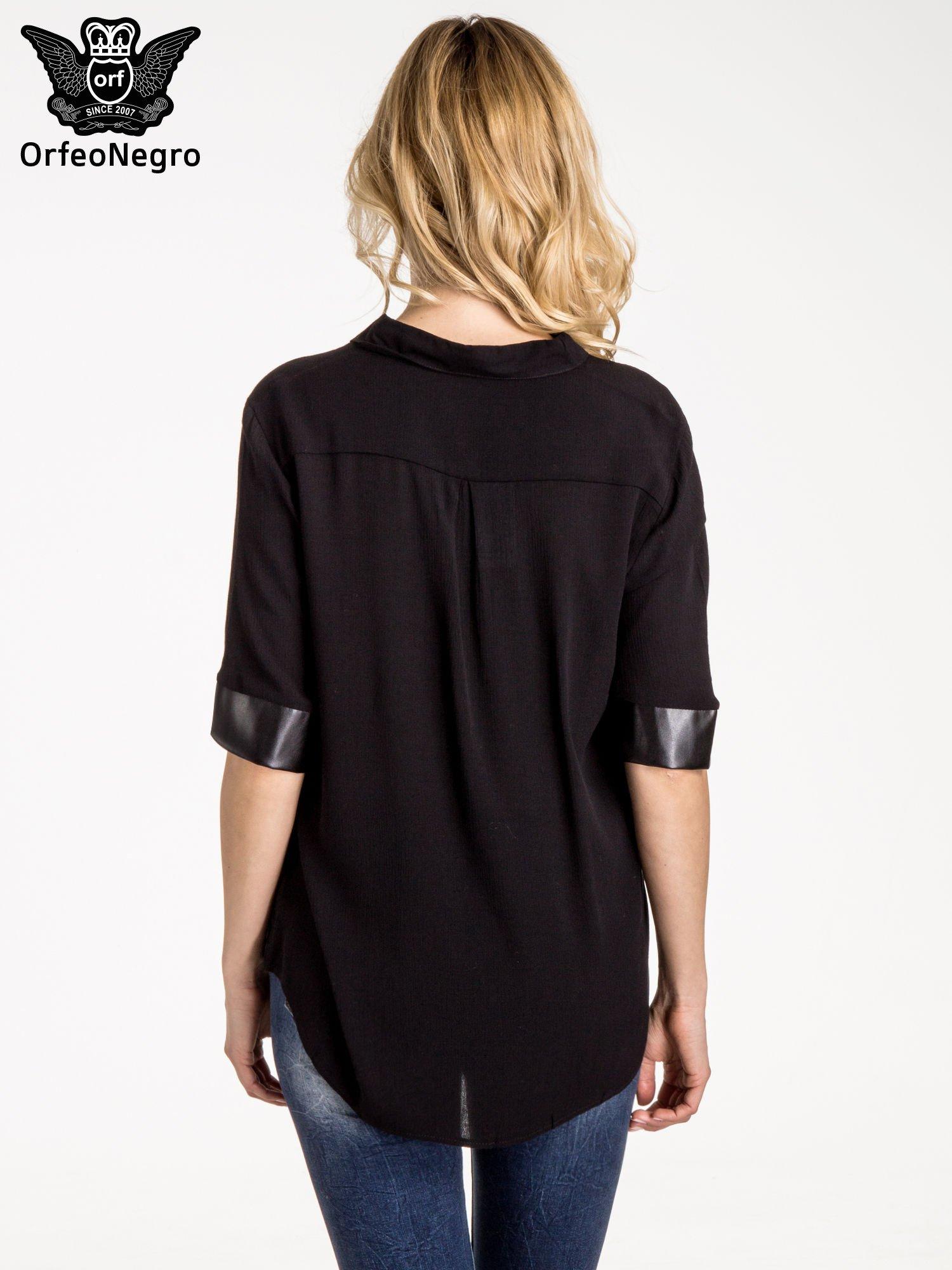 Czarna koszula ze skórzanymi mankietami                                  zdj.                                  3