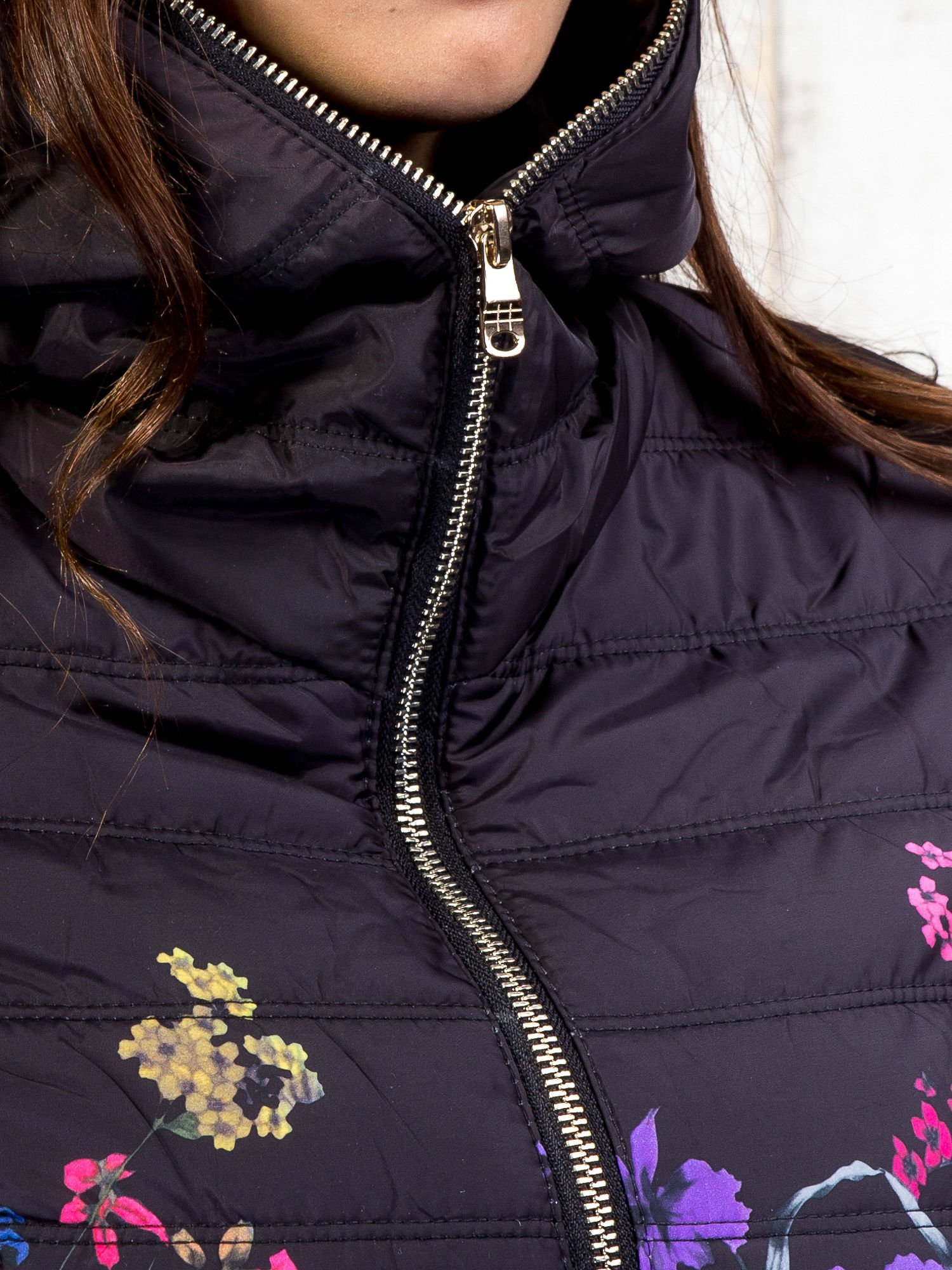 Czarna kurtka z kwiatowym motywem                                  zdj.                                  8