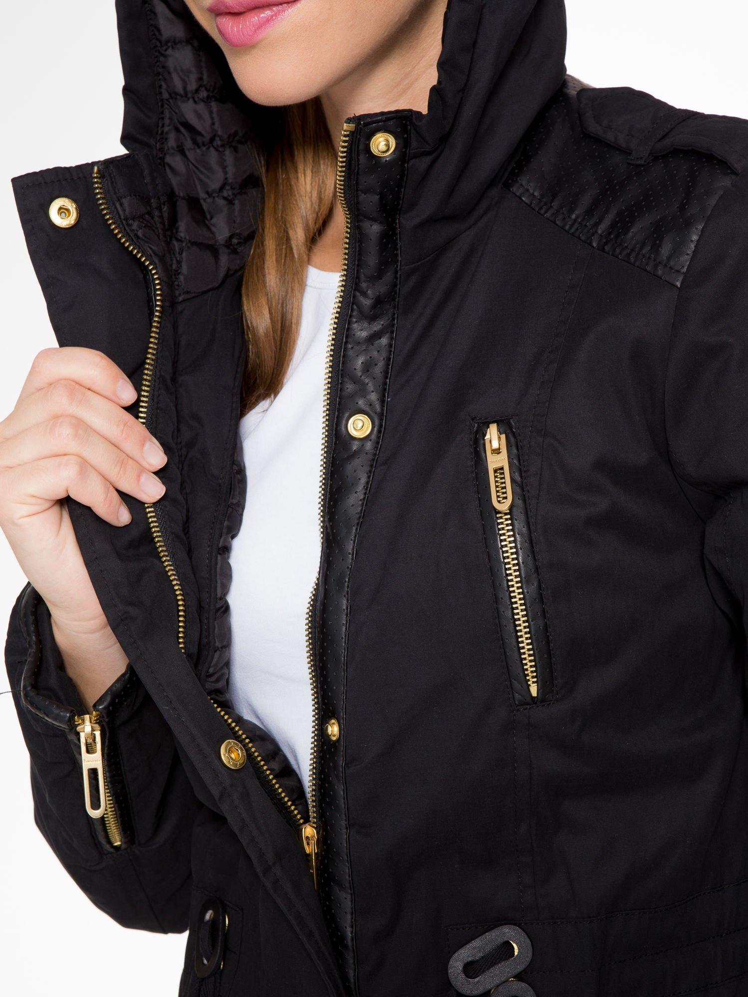 Czarna kurtka z suwakami i skórzanymi wstawkami                                  zdj.                                  10