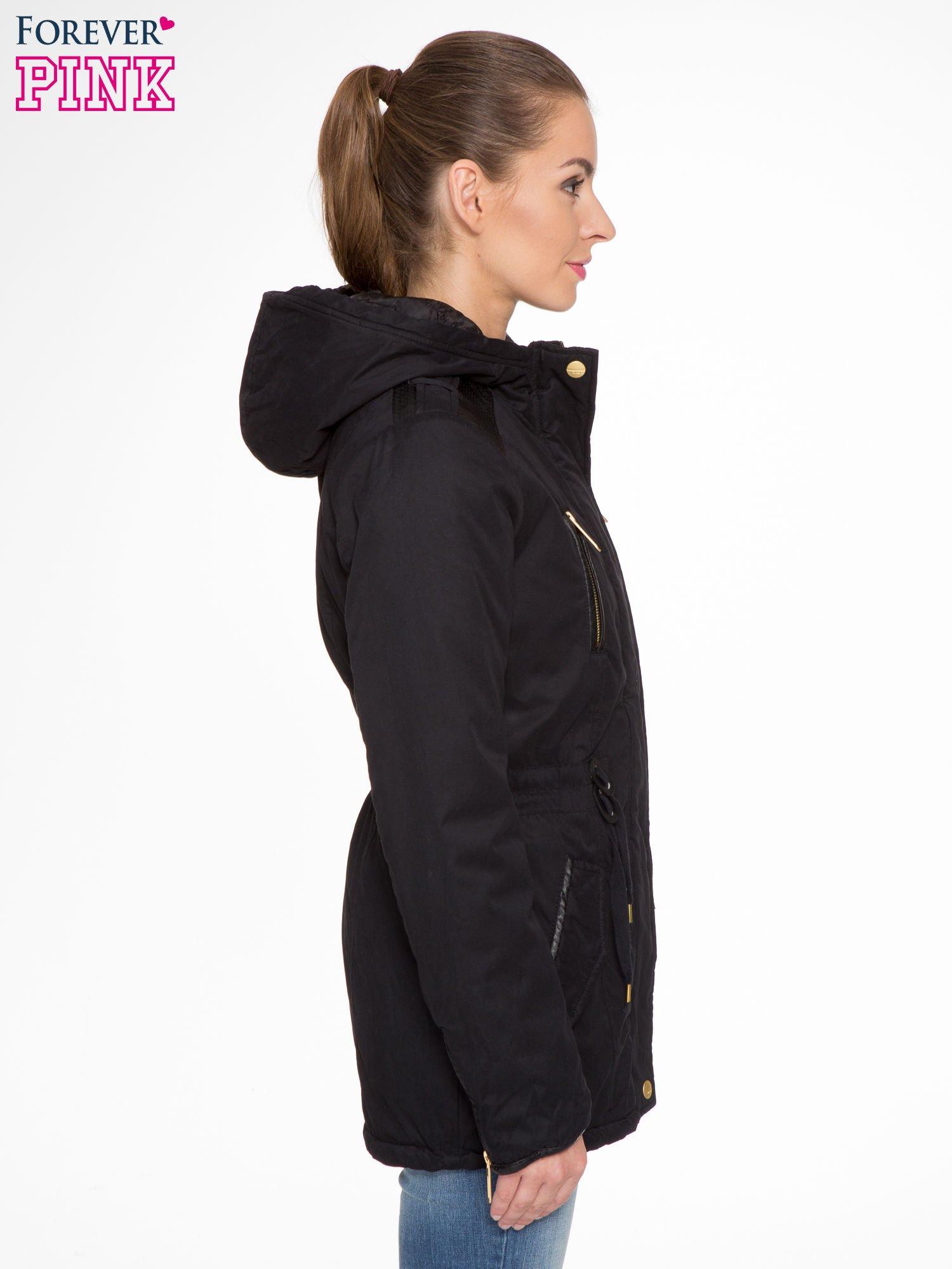 Czarna kurtka z suwakami i skórzanymi wstawkami                                  zdj.                                  2