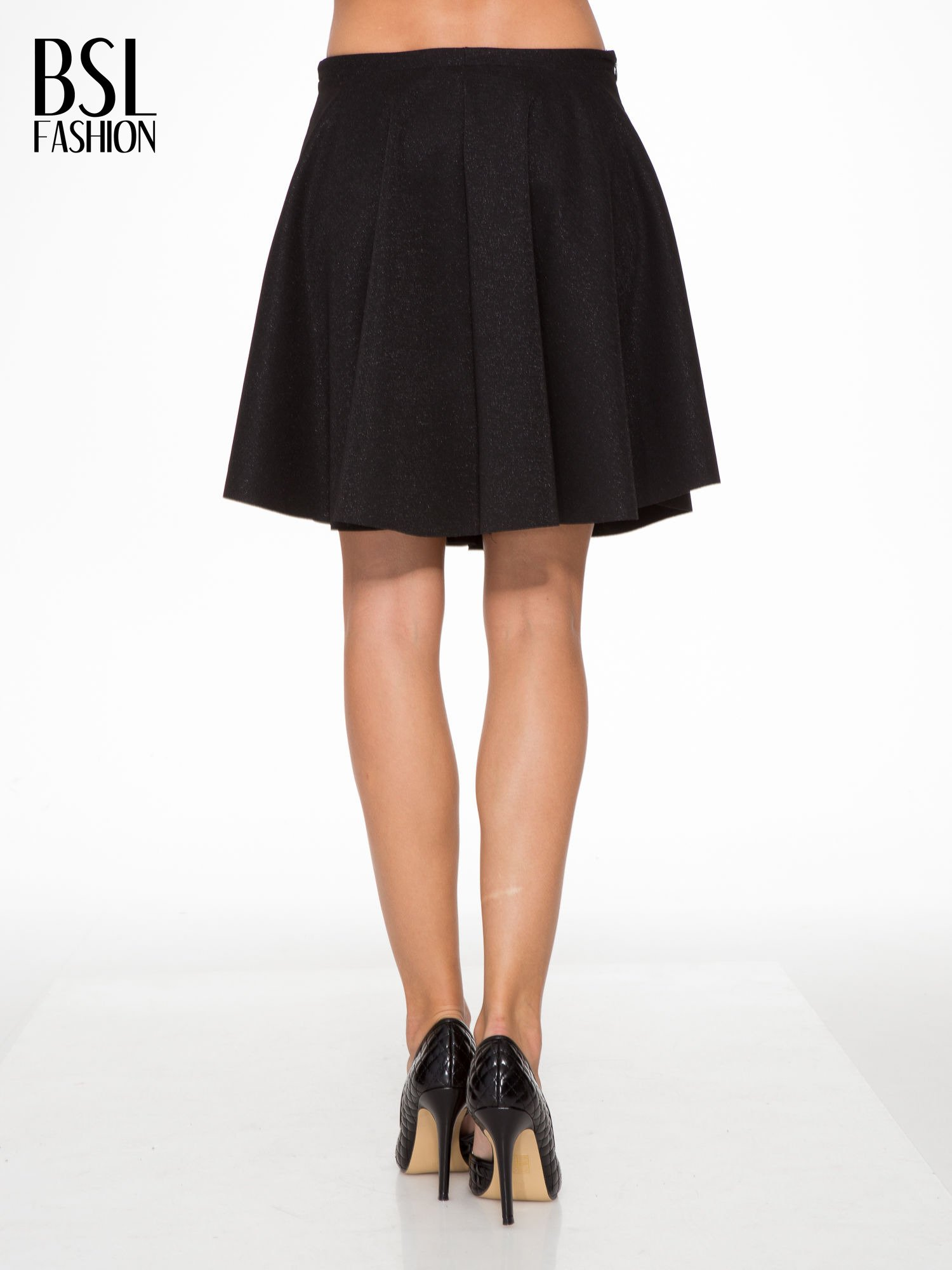 Czarna mini spódniczka przeplatana błyszczącą nicią                                  zdj.                                  4