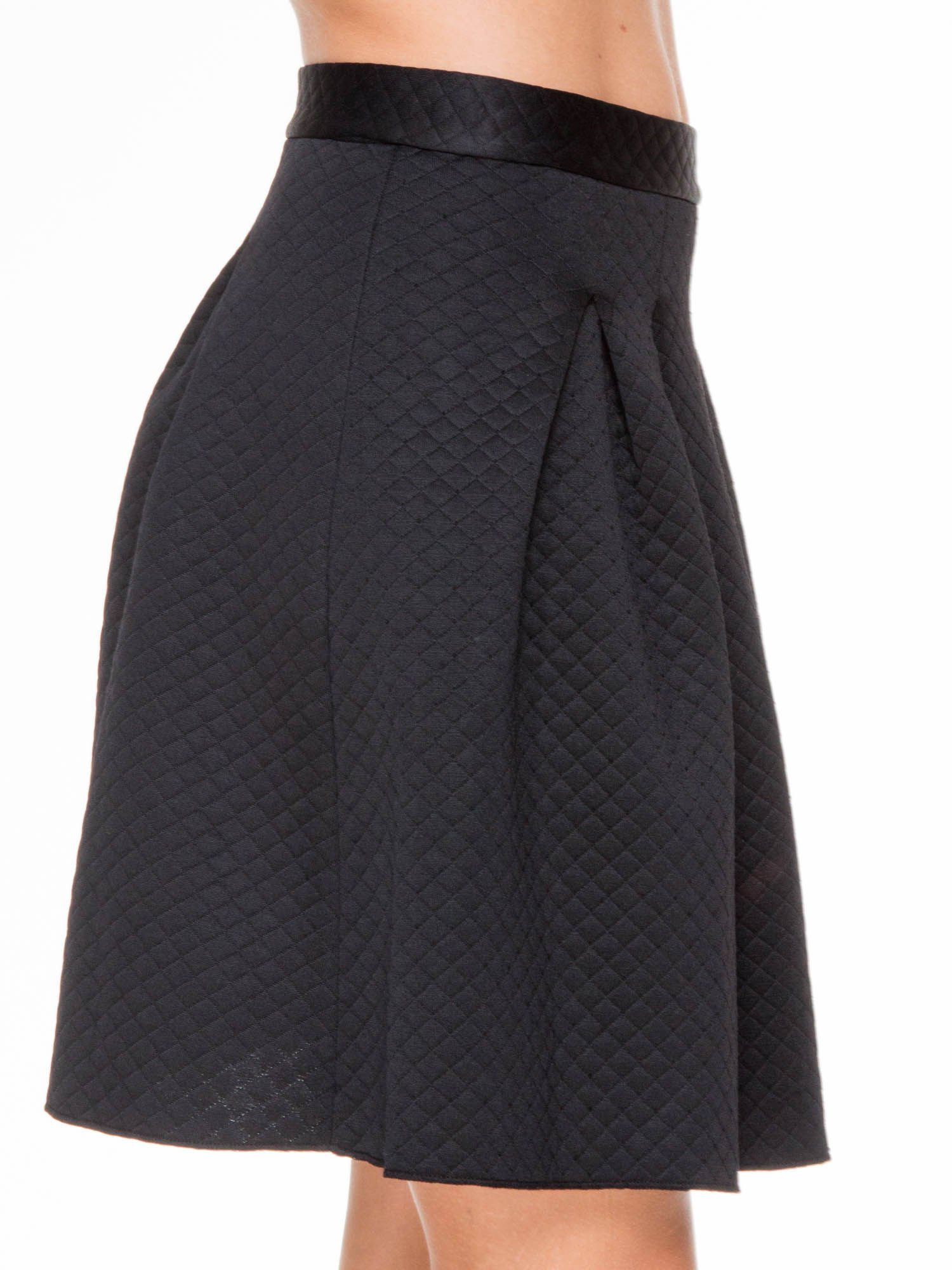 Czarna pikowana spódnica z kontrafałdami                                  zdj.                                  5