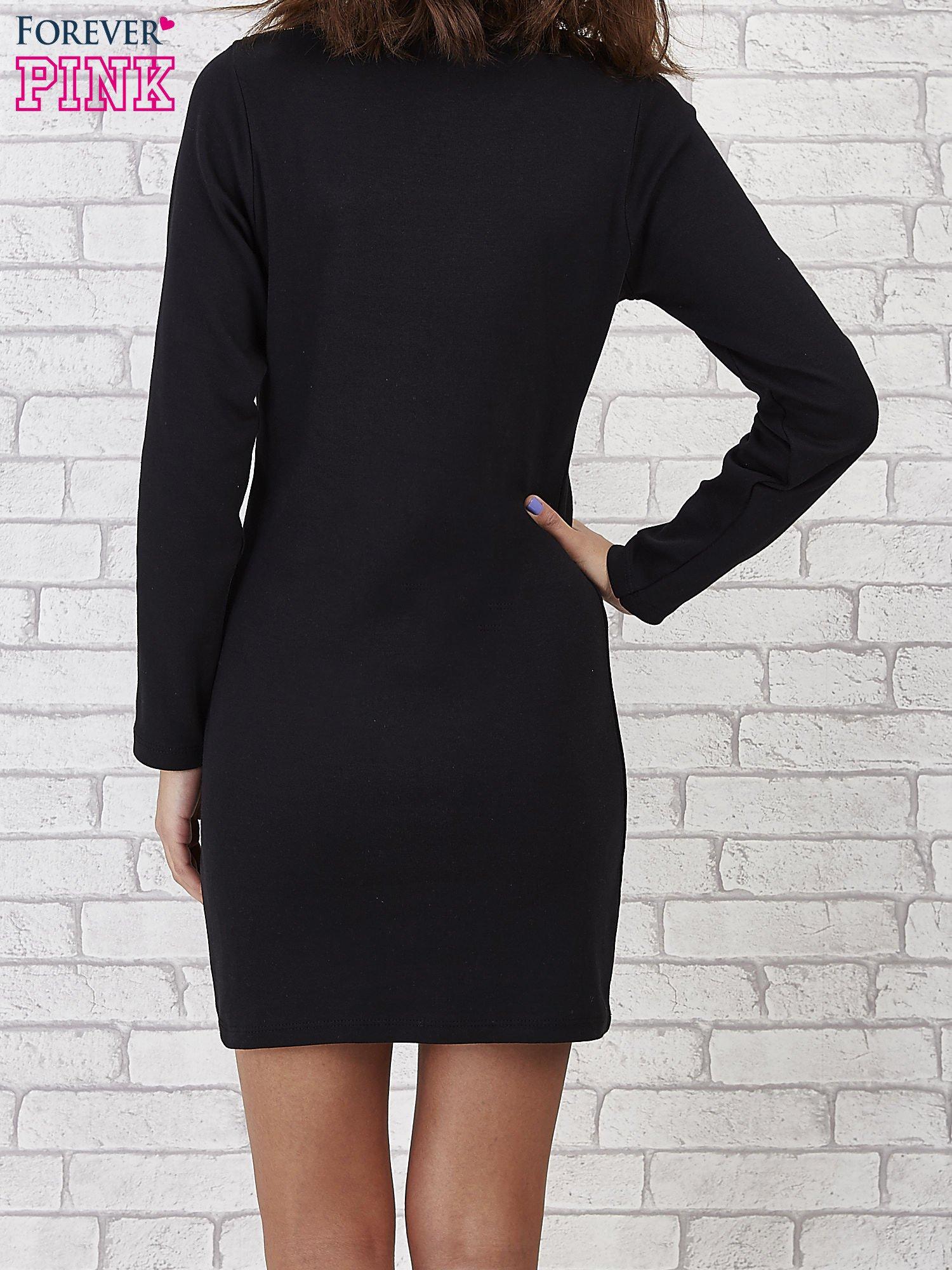 Czarna prosta sukienka z koronkowym dekoltem                                  zdj.                                  3
