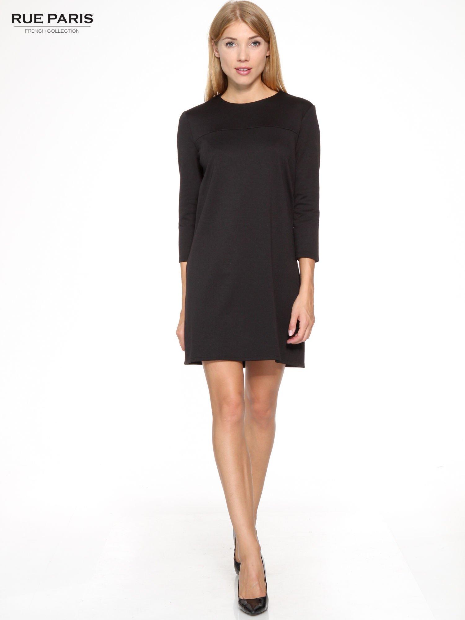 Czarna prosta sukienka z rękawami 3/4                                  zdj.                                  2