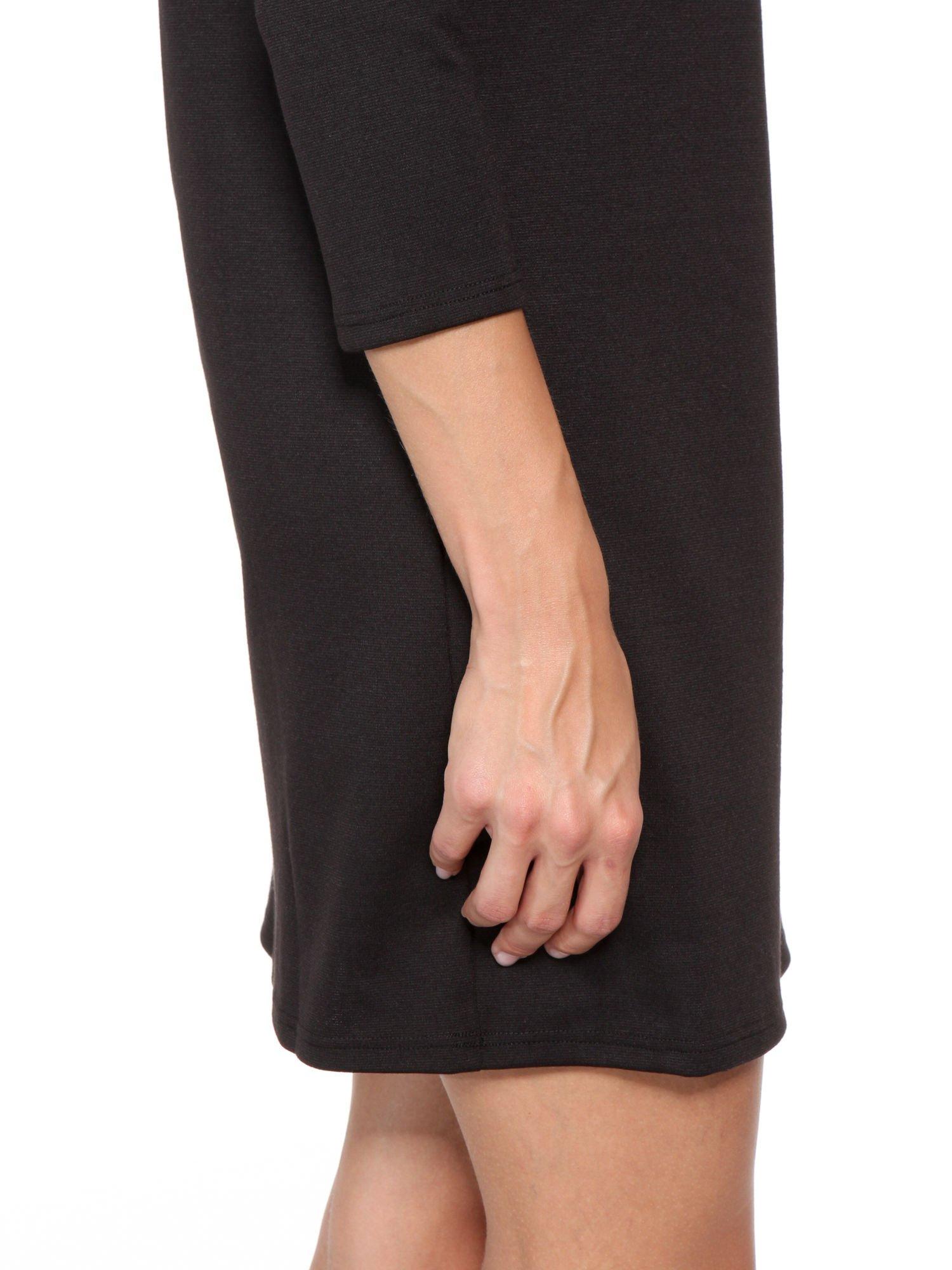 Czarna prosta sukienka z rękawami 3/4                                  zdj.                                  8