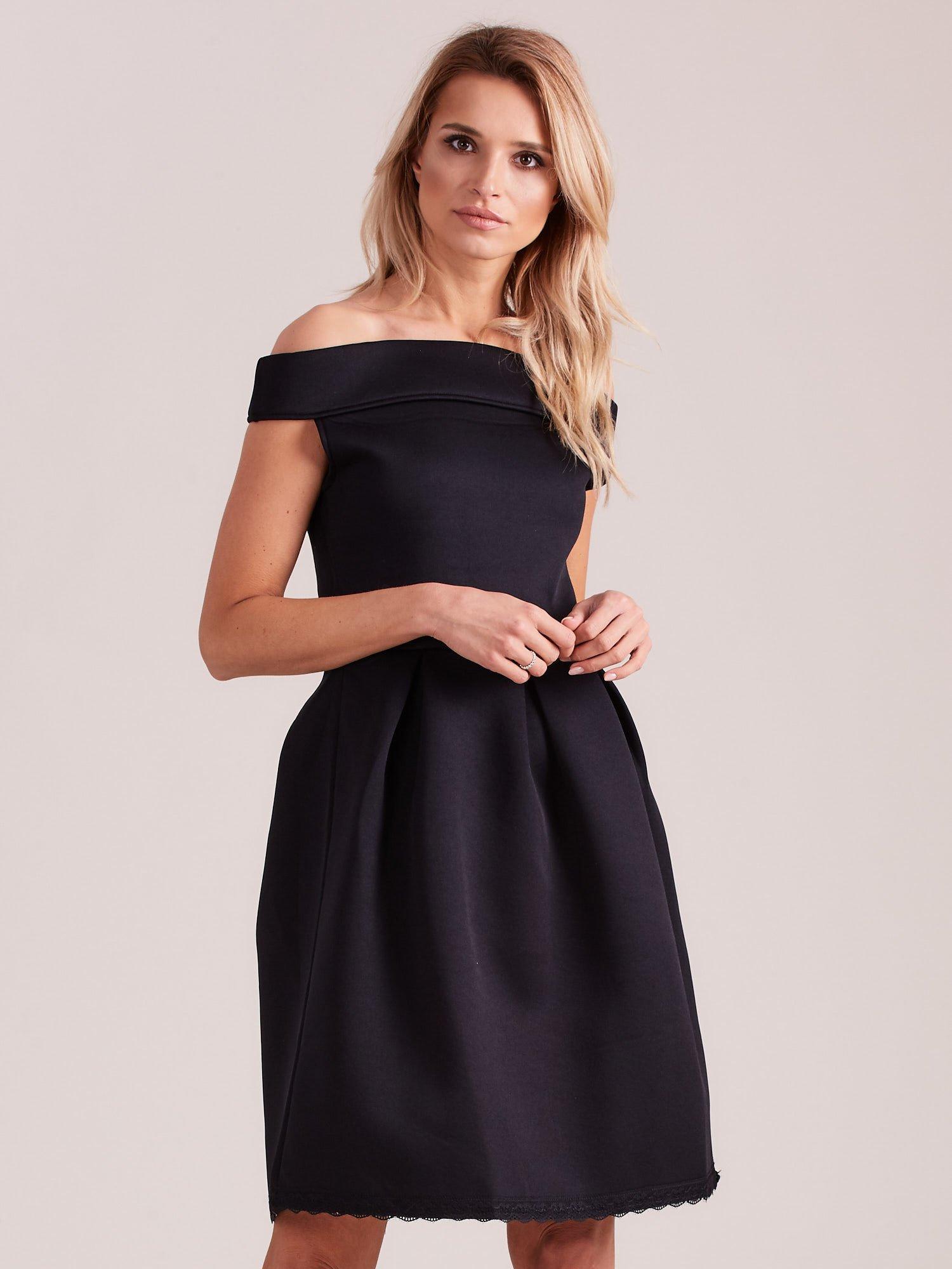 19b844af Czarna rozkloszowana sukienka z pianki