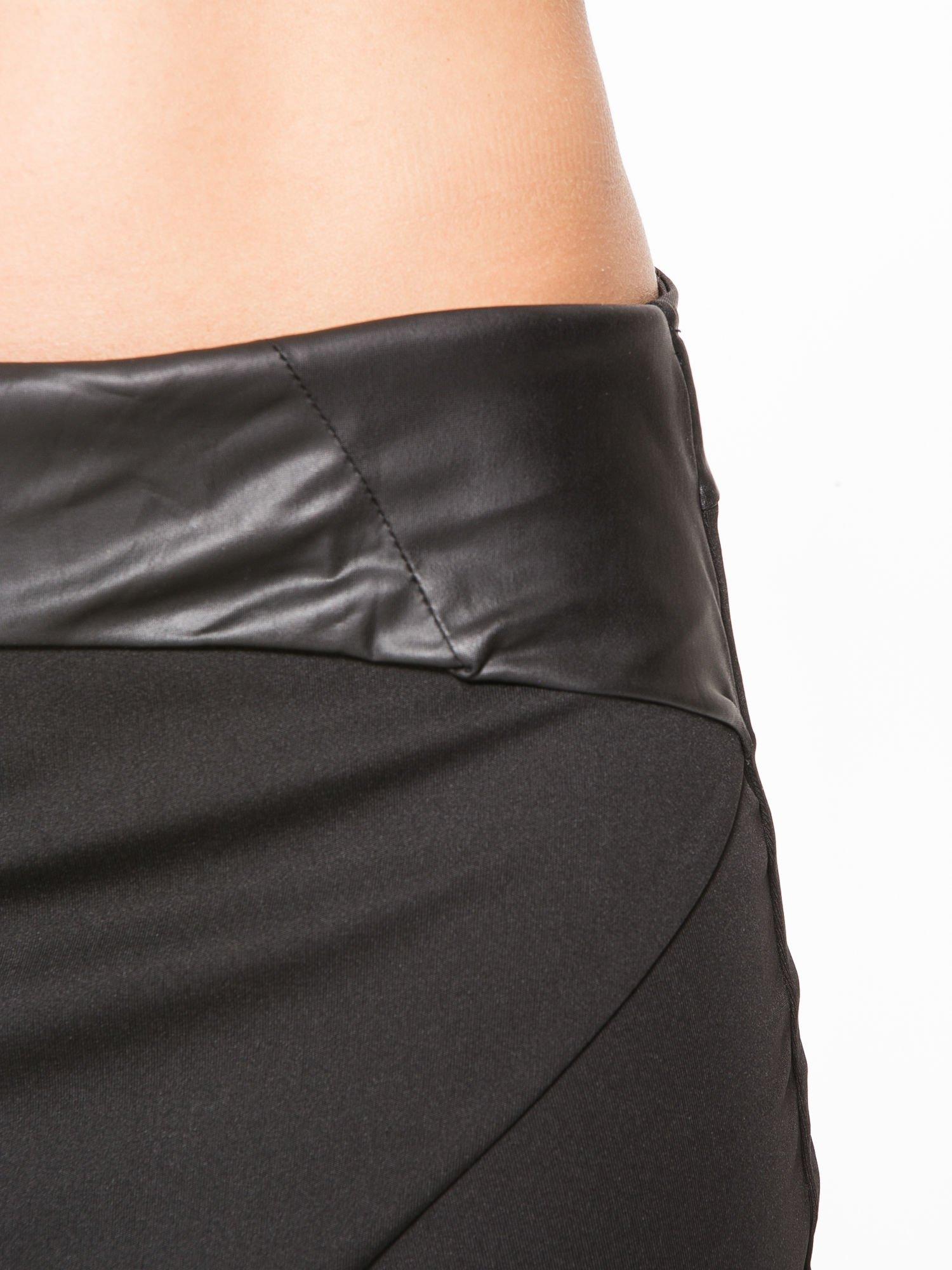 Czarna spódnica kopertowa ze skórzanym pasem                                  zdj.                                  11