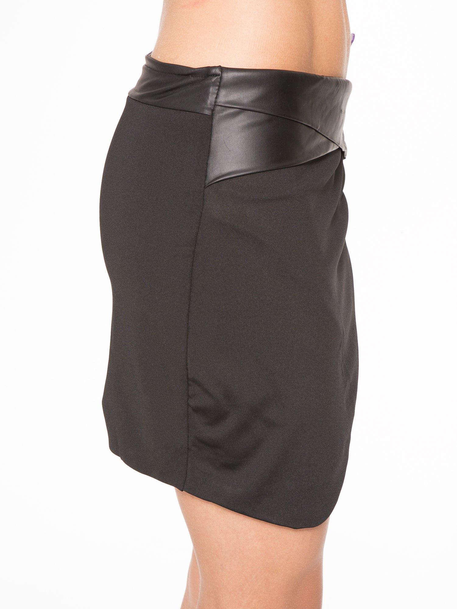 Czarna spódnica kopertowa ze skórzanym pasem                                  zdj.                                  7