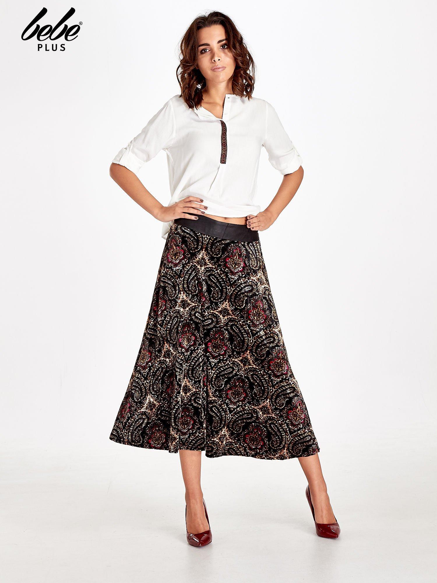 Czarna spódnica midi z nadrukiem ornamentowym                                  zdj.                                  2