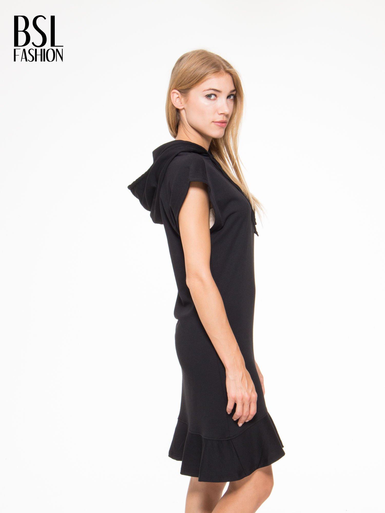 Czarna sukienka dresowa z falbaną na dole                                  zdj.                                  3