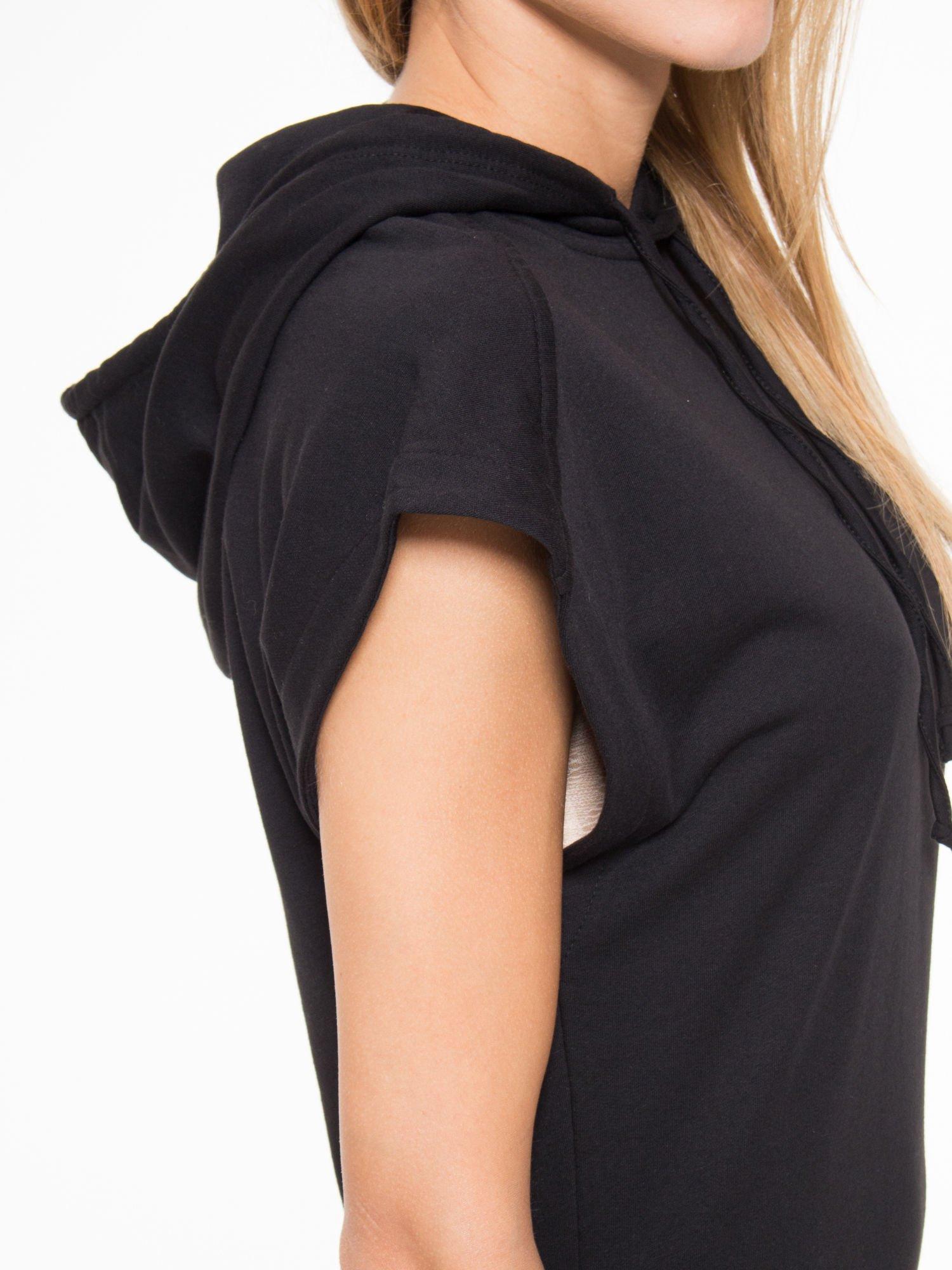 Czarna sukienka dresowa z falbaną na dole                                  zdj.                                  10